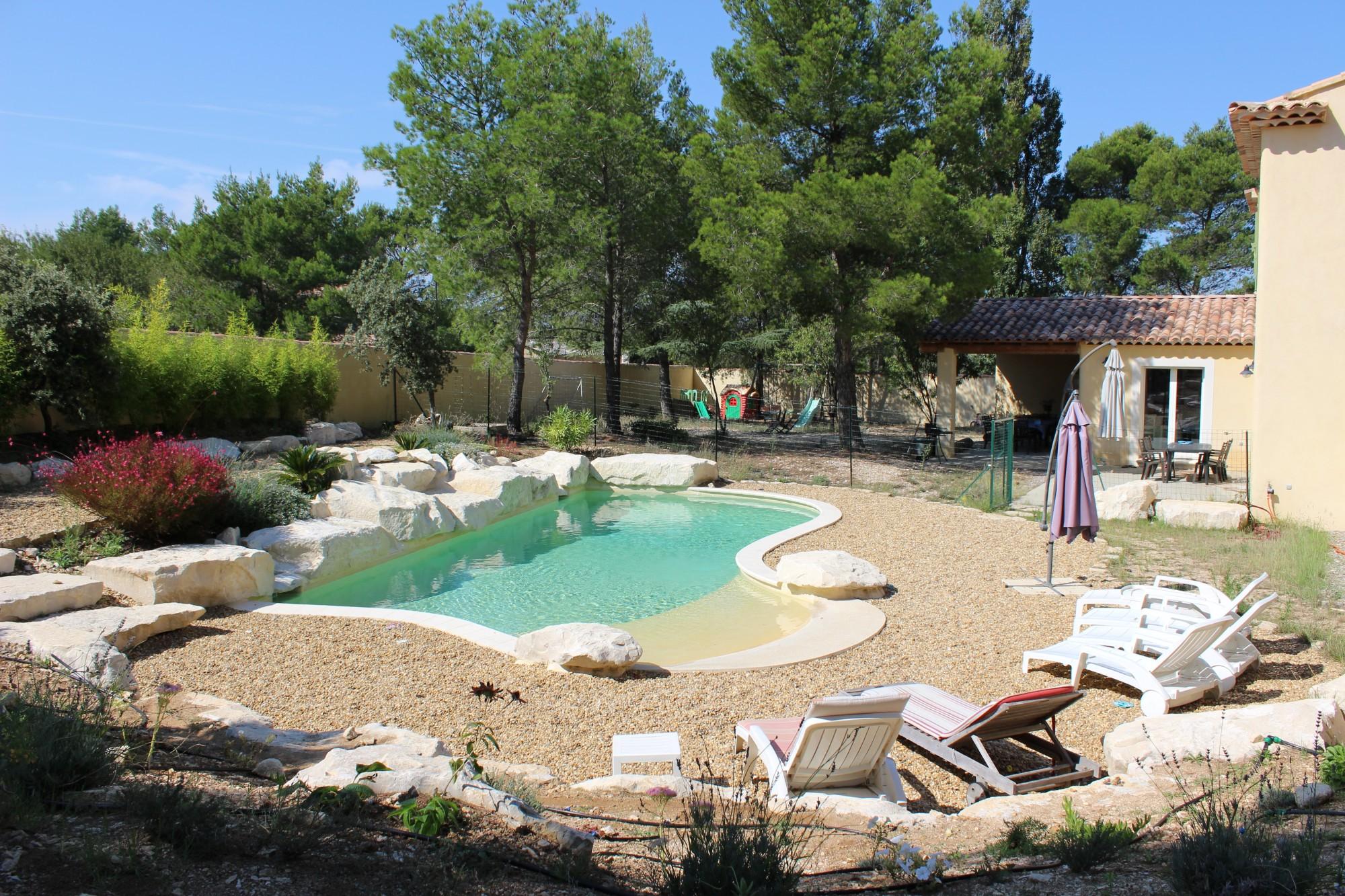 Ventes au coeur du luberon belle villa avec piscine for Vente tuyau piscine
