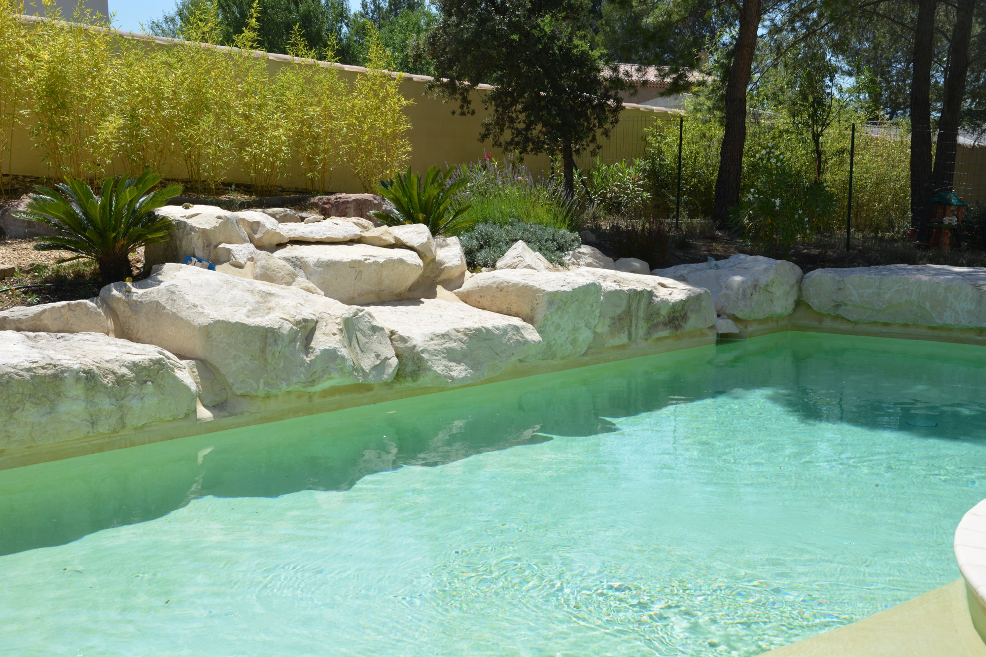 Ventes au coeur du luberon belle villa avec piscine for Camping luberon avec piscine