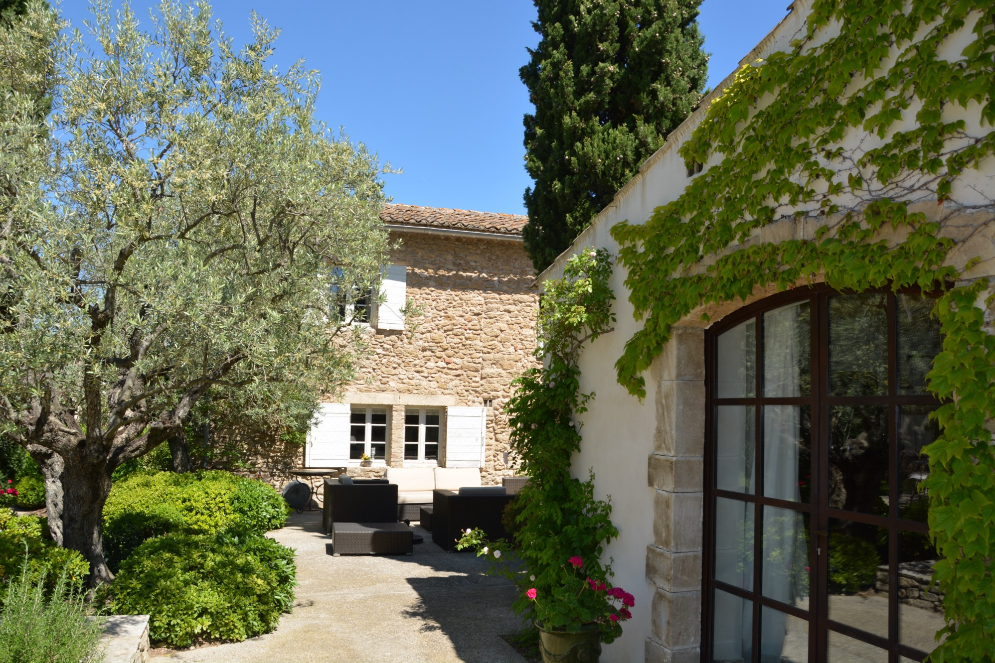 Renovated farmhouse for sale in Provence