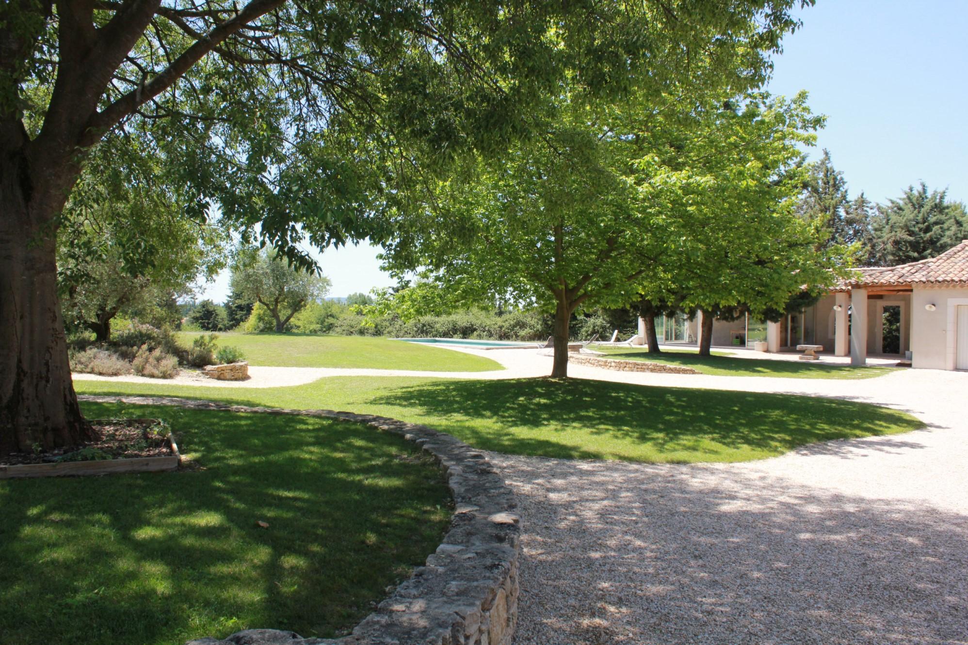 Villa de plain pied avec dépendances à vendre en Luberon