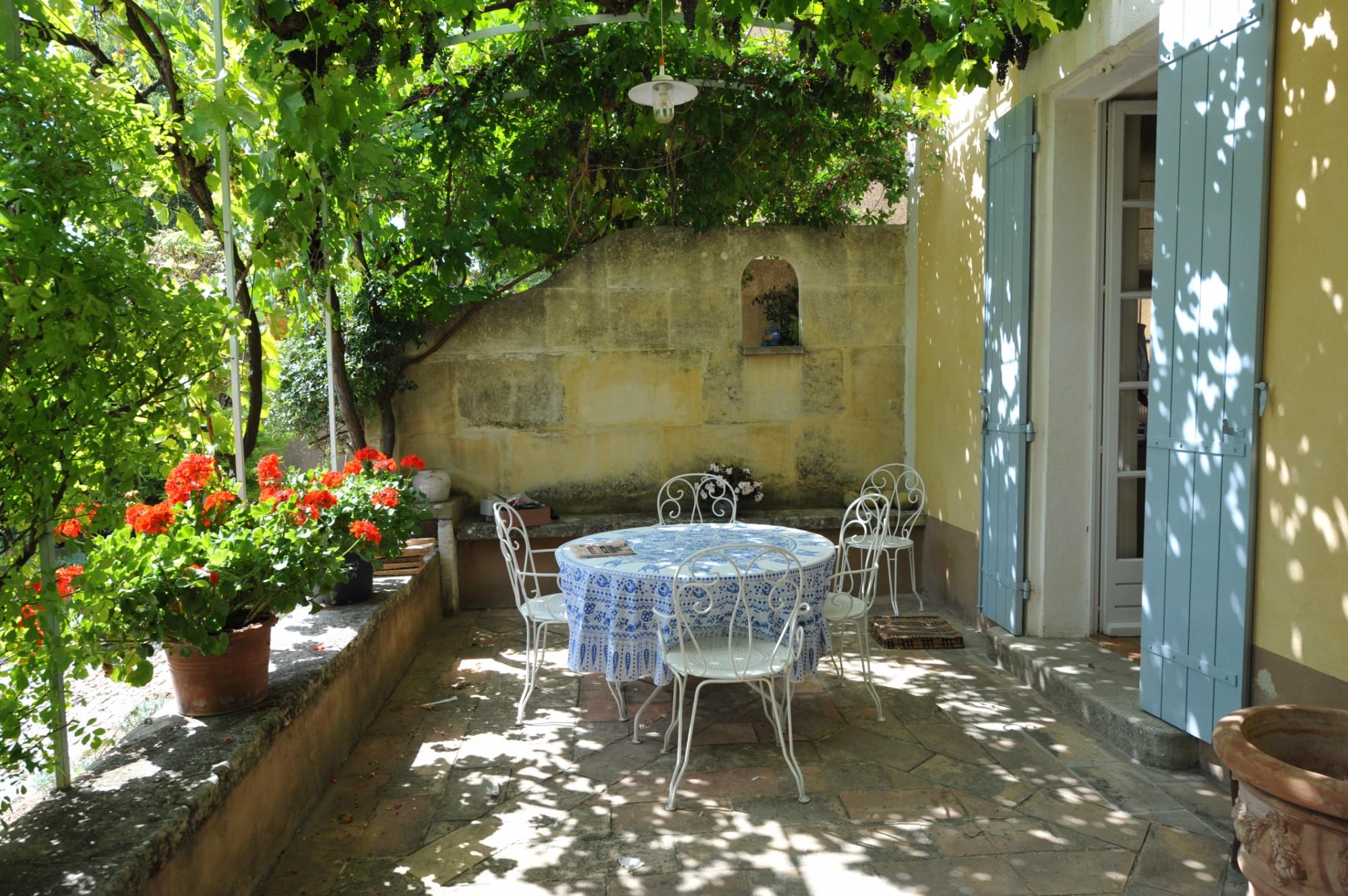 Bastide avec maison d'amis à d'Apt, Luberon, sur un hectare partiellement constructible avec piscine