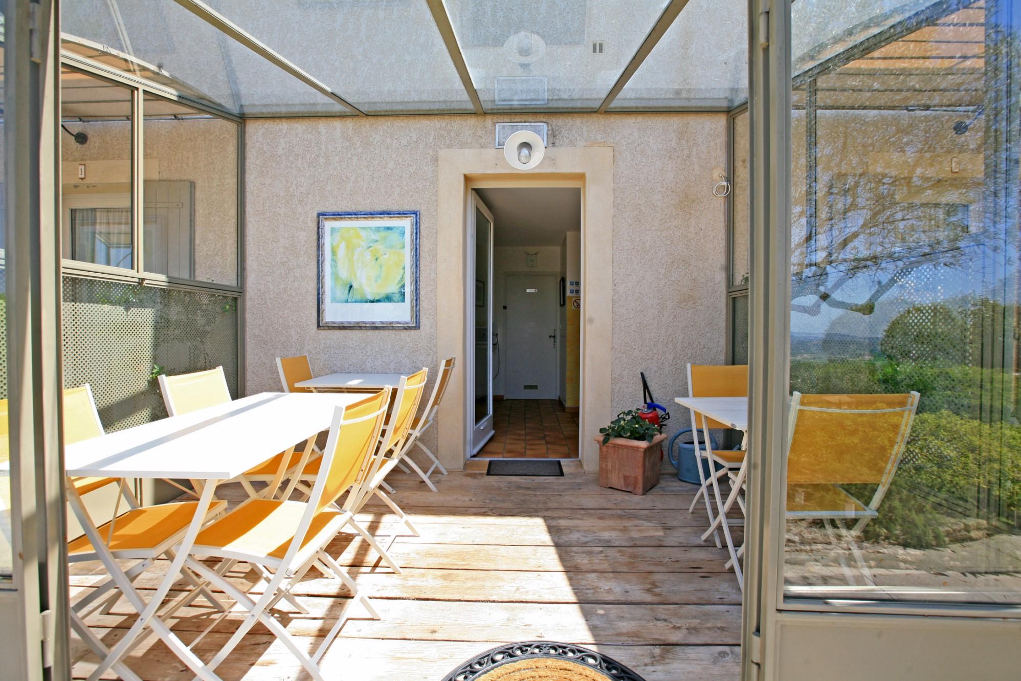 ventes propri t avec chambres d 39 h tes en vente en luberon avec vues sublimes agence rosier. Black Bedroom Furniture Sets. Home Design Ideas