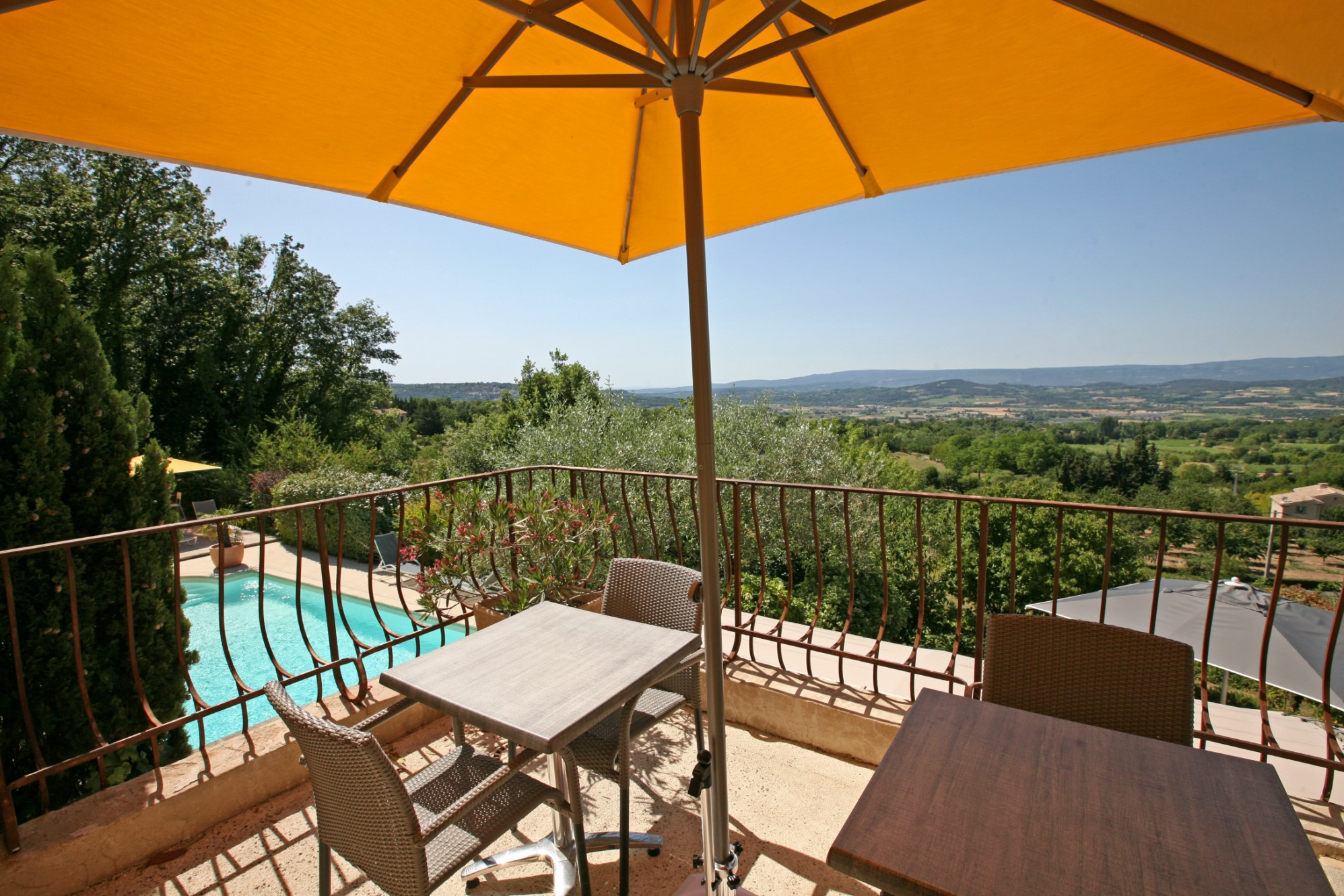 Property with views in Provence