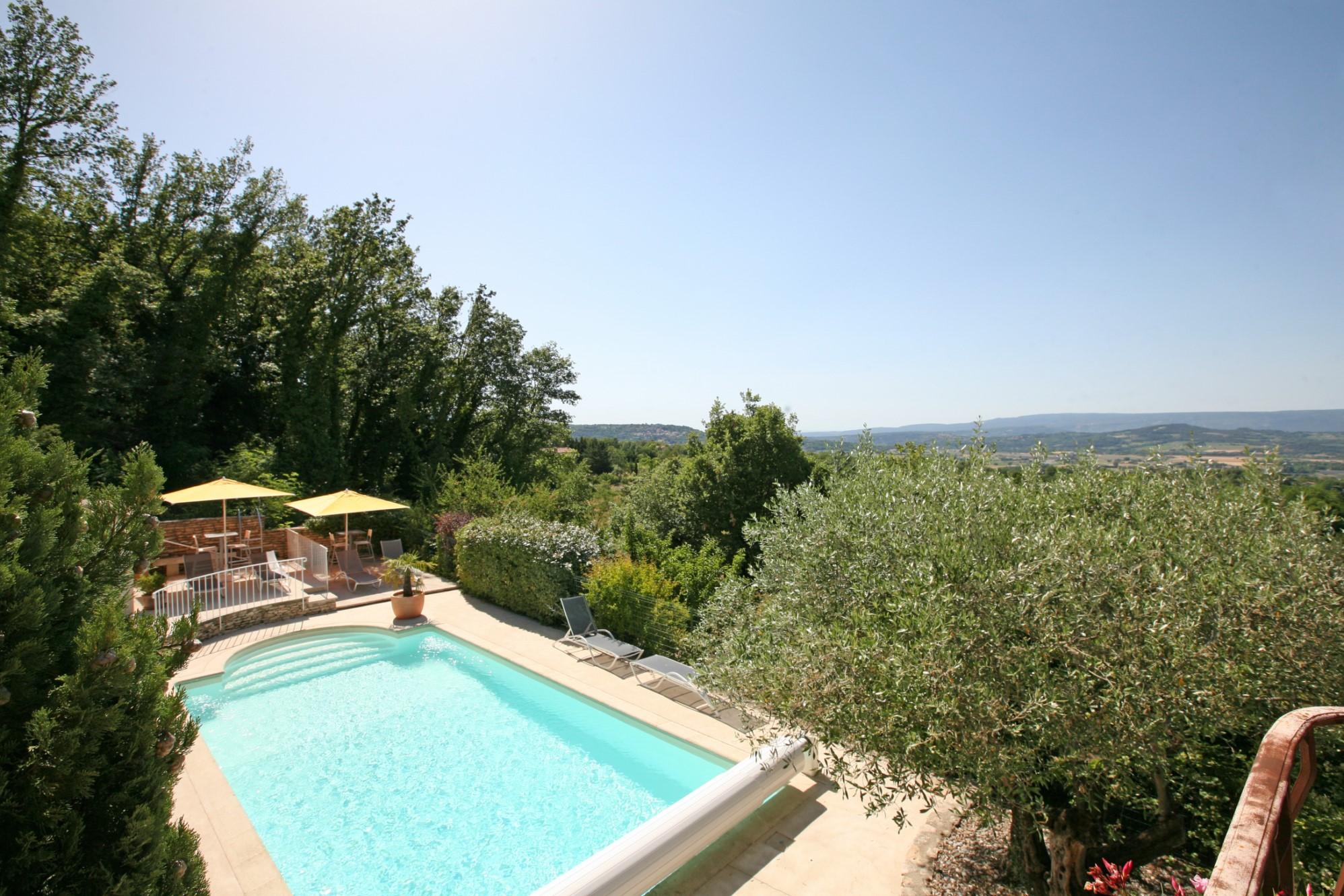 Propriété avec piscine et vues superbes en Luberon