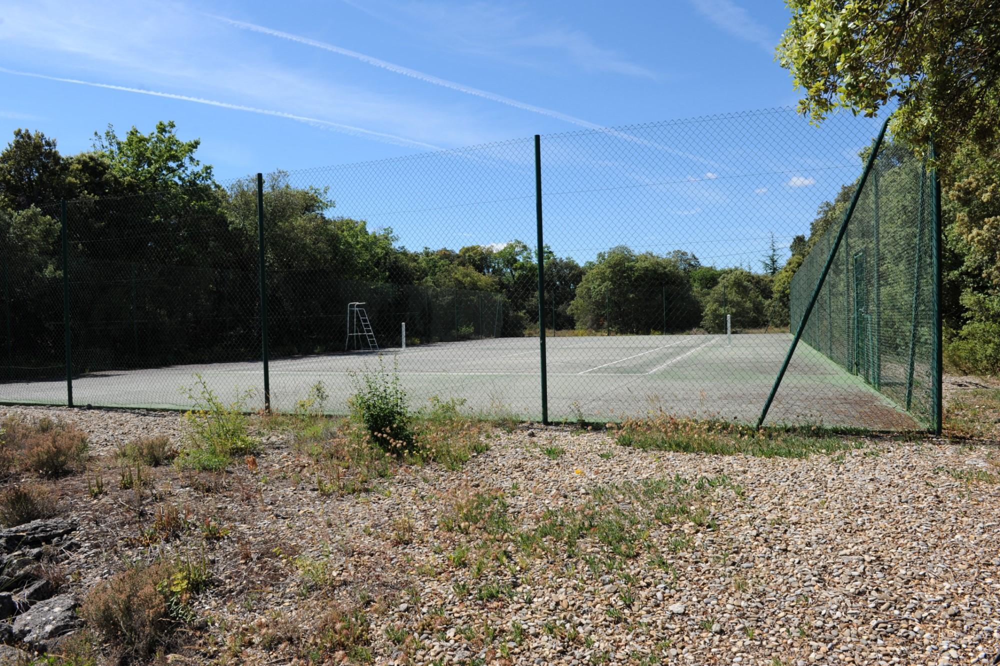 Propriété avec court de tennis en Provence
