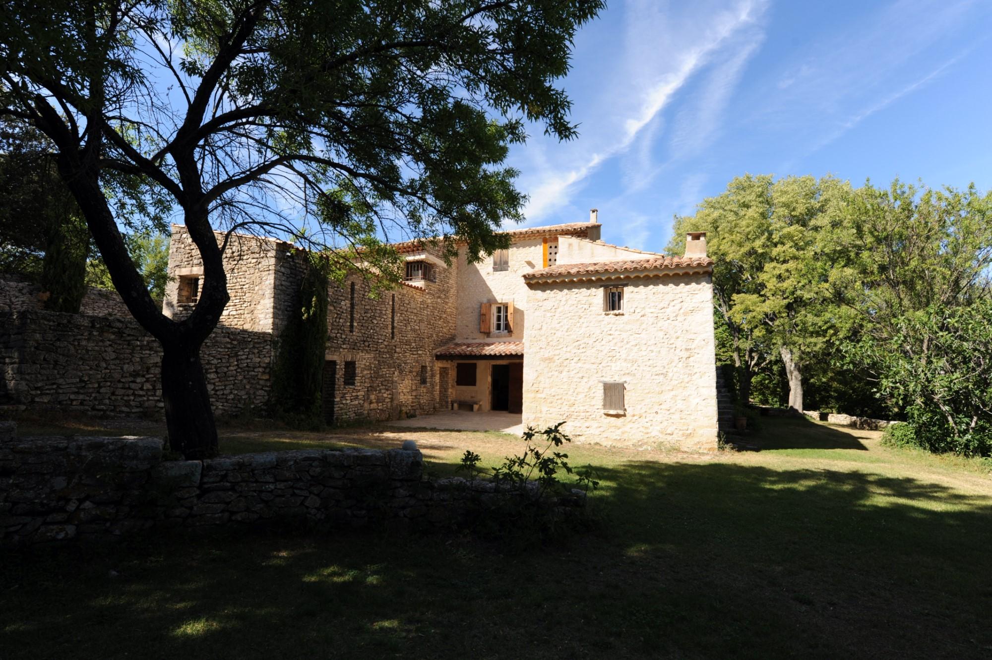 Authentique mas avec piscine et tennis sur 9 hectares à vendre au coeur du Luberon