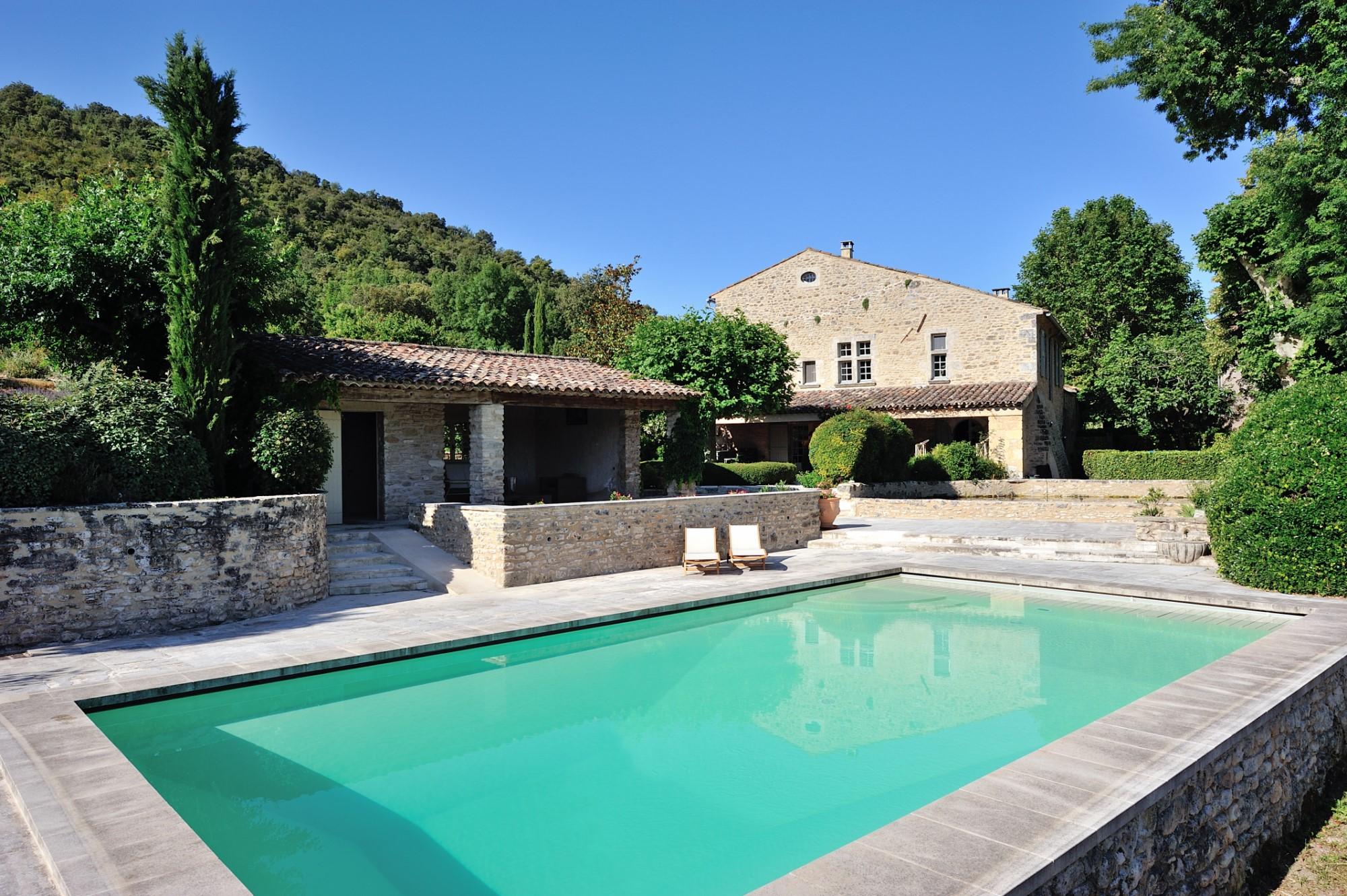 Mas rénové avec piscine à vendre en Provence