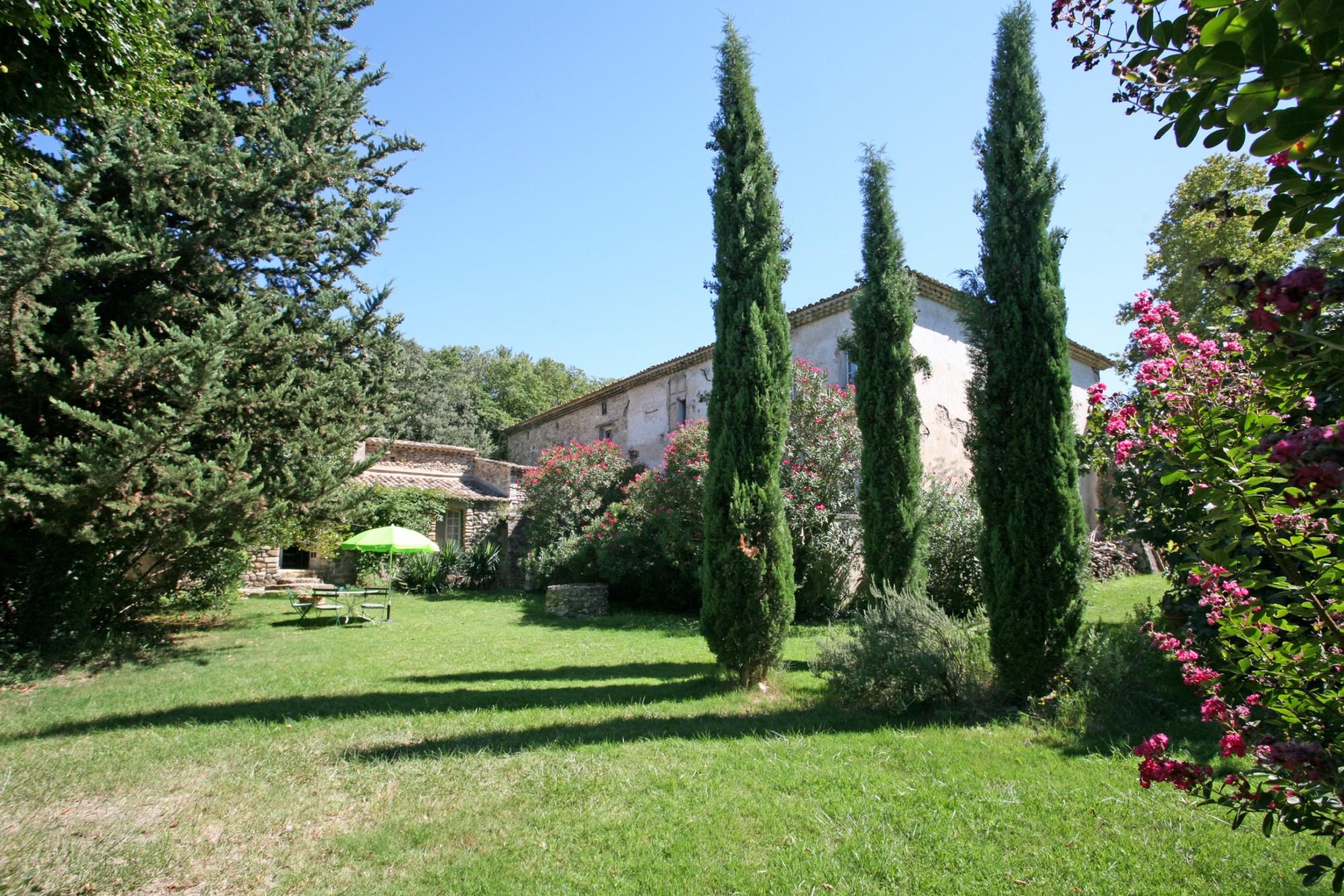 Maison bourgeoise avec gîtes et piscine à vendre en Provence
