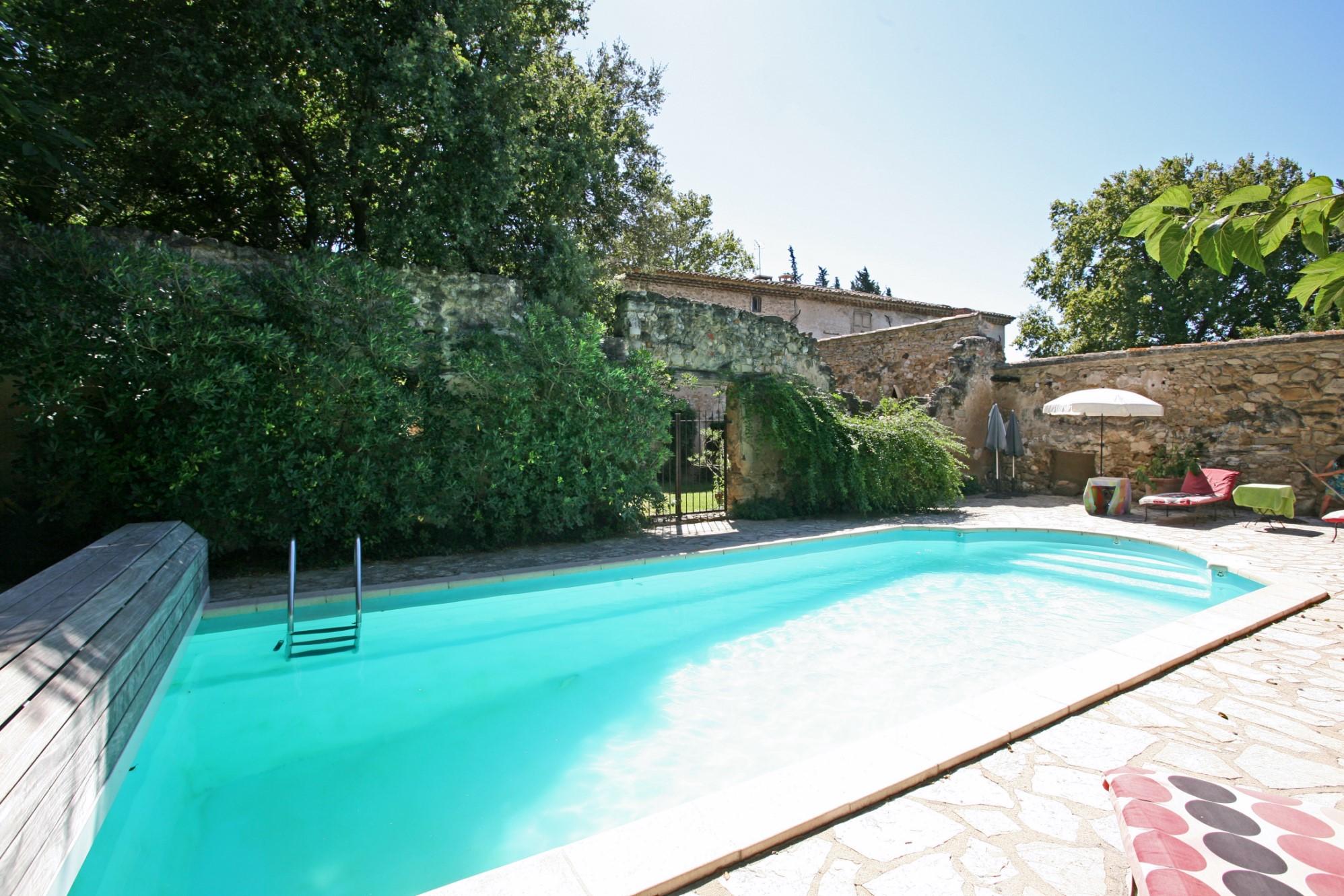 Maison bourgeoise avec gîtes et piscine à vendre