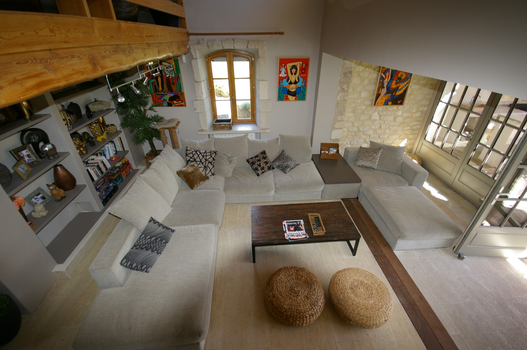 En Luberon, à vendre, propriété de charme avec piscine et vue sur plus de 9 000 m²