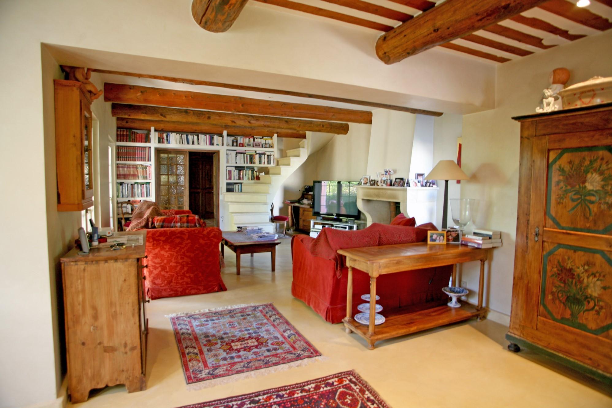 A vendre, maison de charme en pierre rénovée avec maison d'amis, 2 piscines et vue