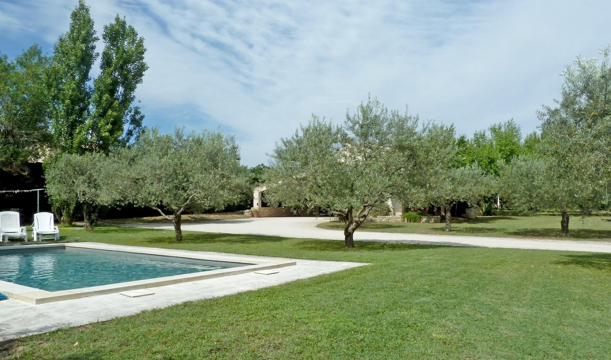 A vendre, maison de charme en pierres rénovée avec piscine