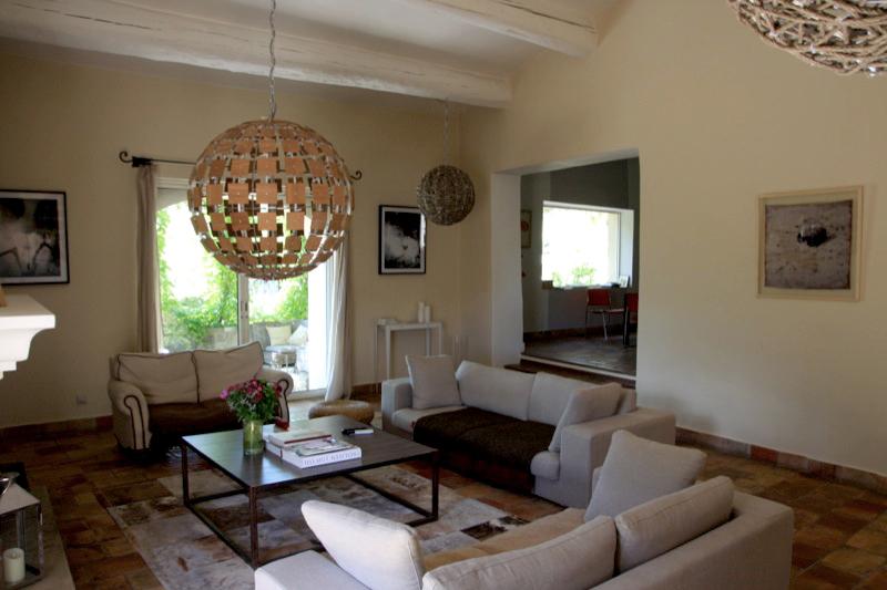 Hameau privé avec 5 maisons et annexes à vendre dans le Luberon