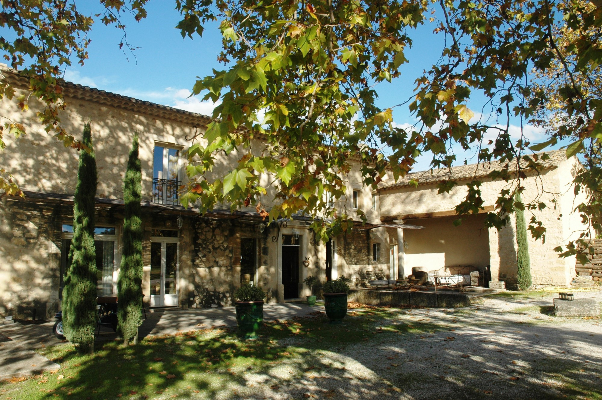 Renovated farmhouse for sale in Luberon