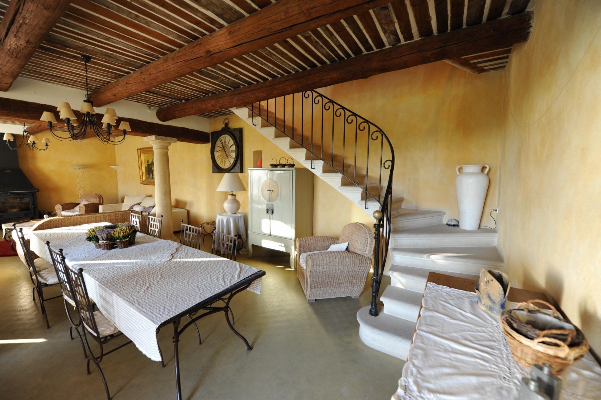 Luberon, en vente, mas restauré comprenant une partie principale et 2 maisons attenantes