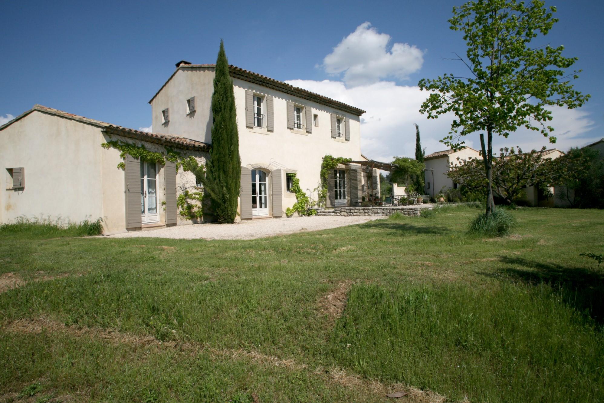 A vendre en Luberon,  propriété avec maison principale, mazet et maisons d'hôtes