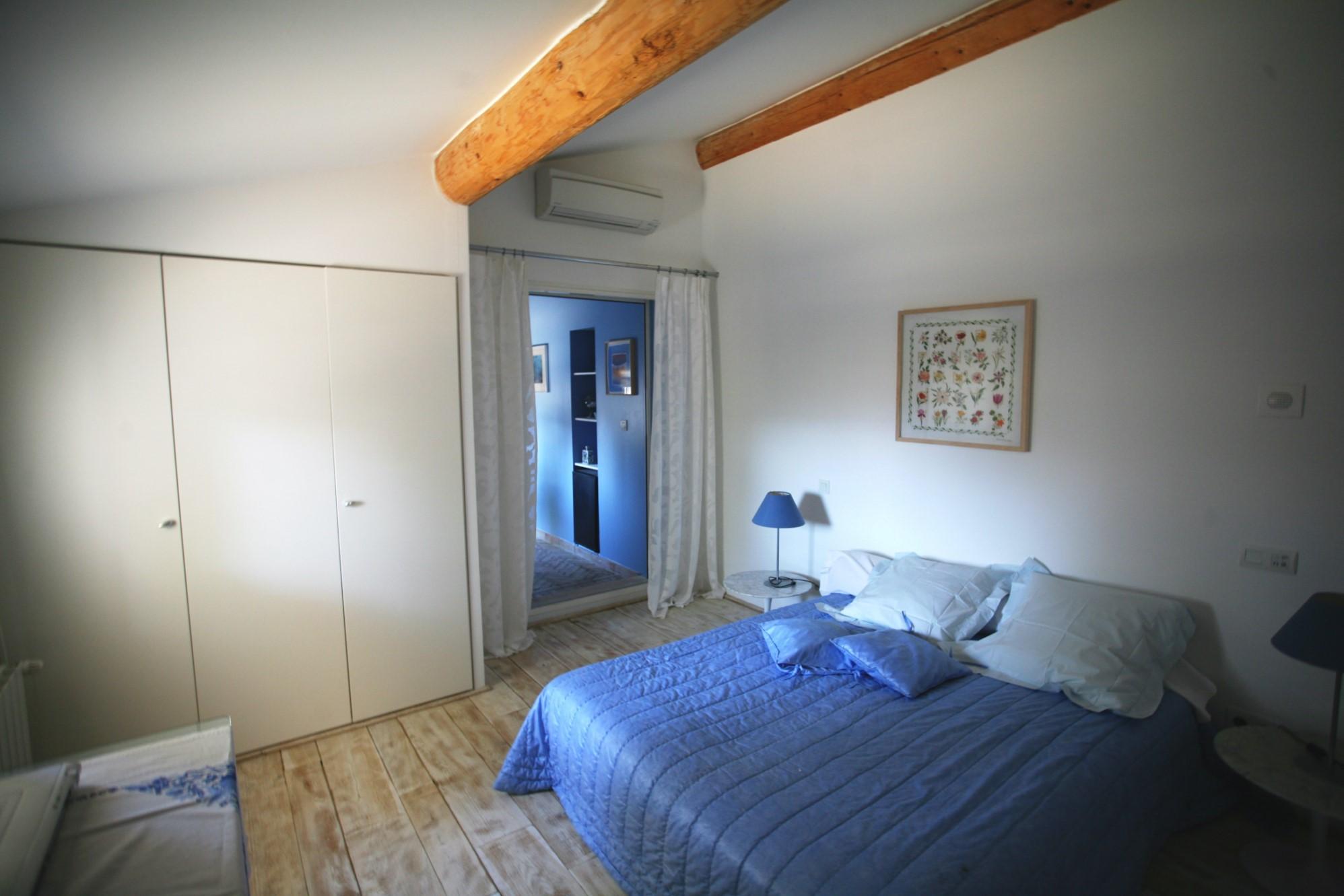 Maison contemporaine avec grande piscine et vue à vendre au coeur du Luberon