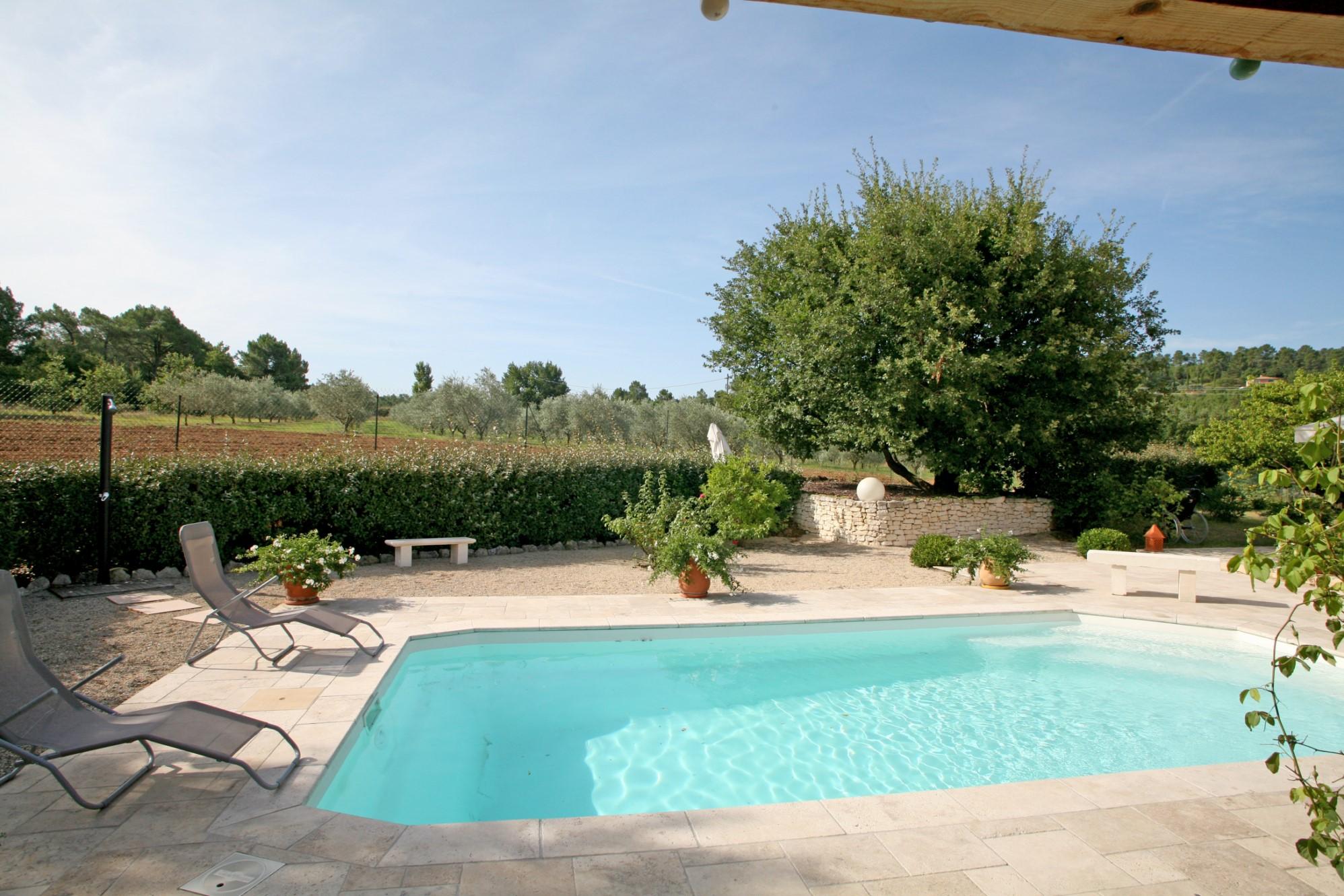 Belle maison avec piscine à vendre par l'agence ROSIER dans le Luberon