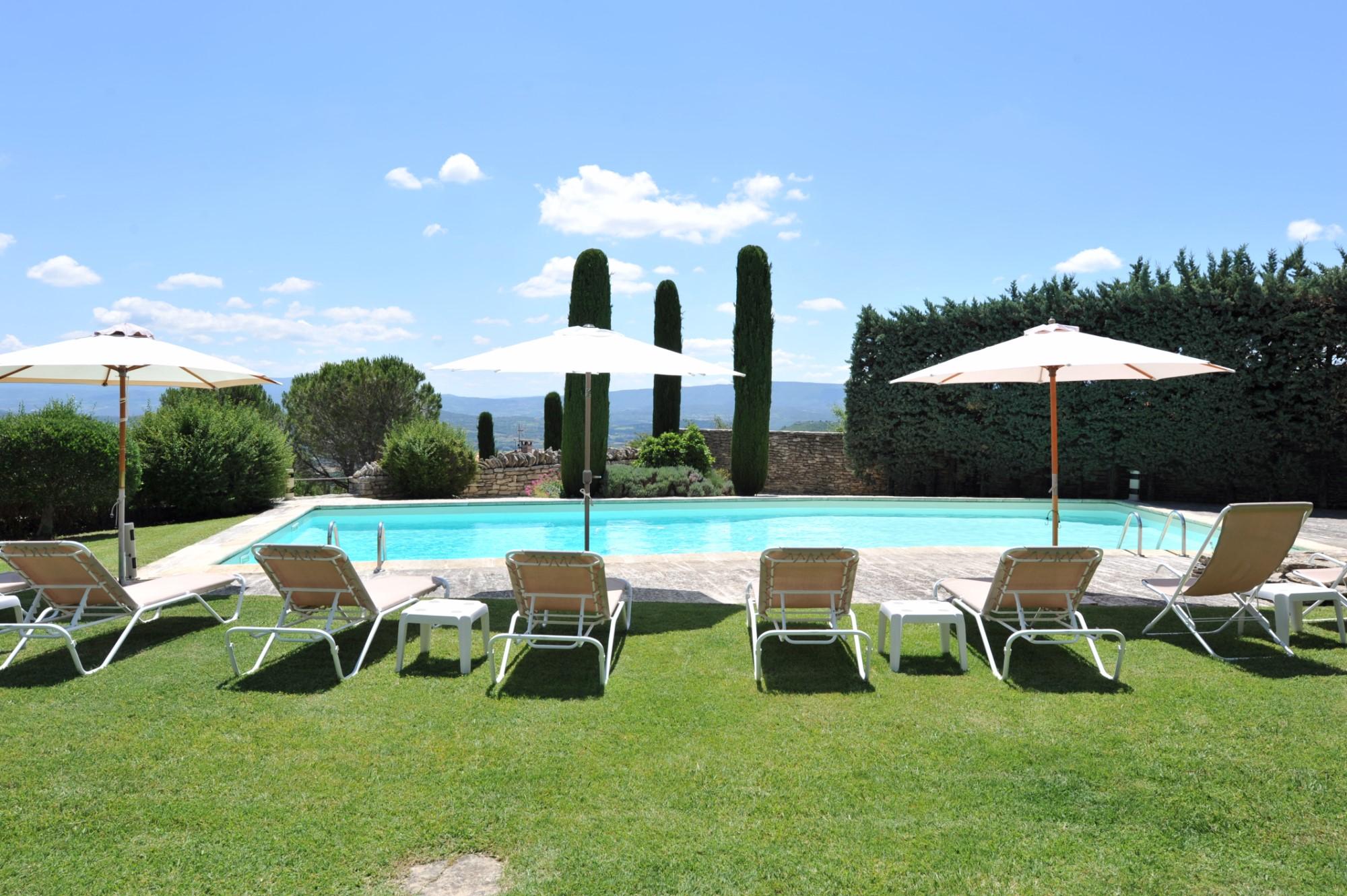 Bastide rénovée avec vue et piscine à vendre à Gordes