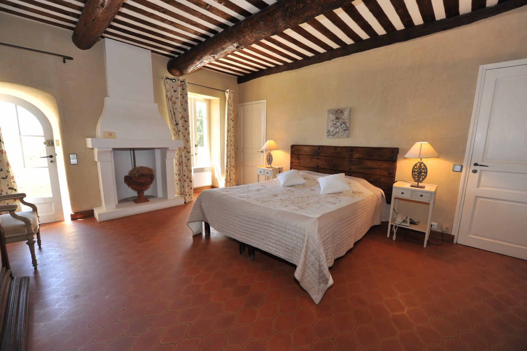 Bastide rénovée avec piscine et vues sublimes à vendre à Gordes