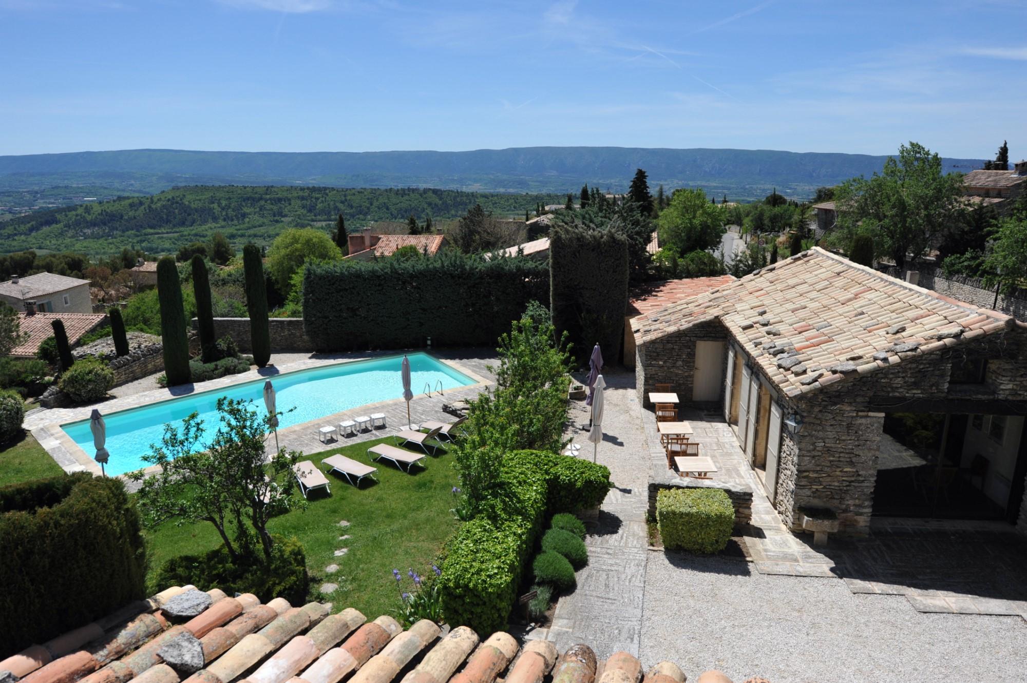 Bastide rénovée avec vue et piscine à vendre en Luberon