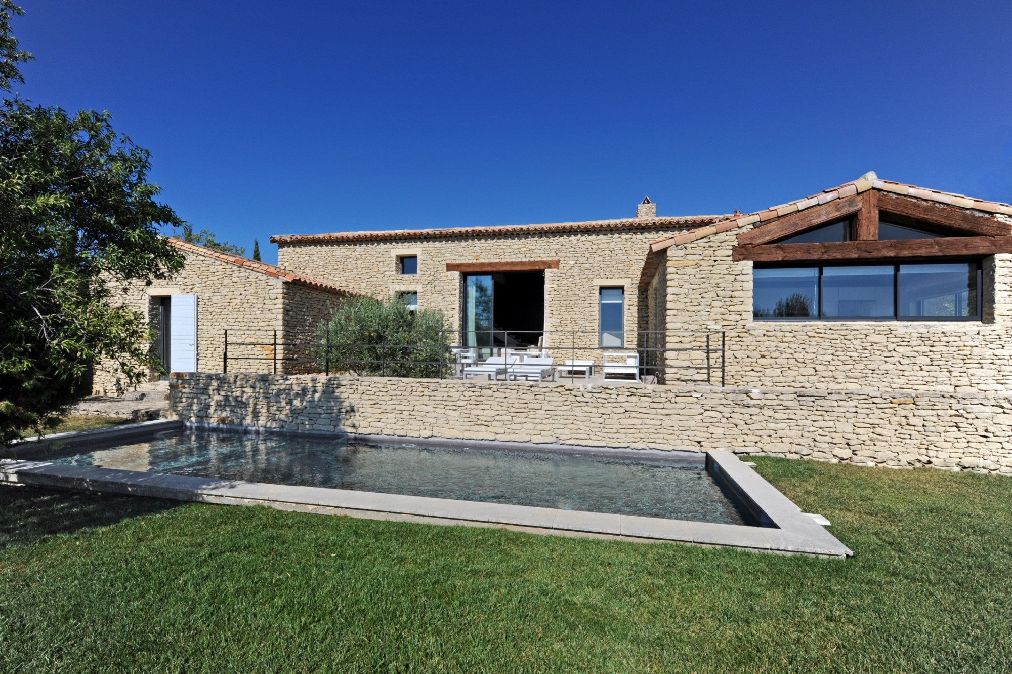 Agréable maison en pierres de plain-pied à vendre en Luberon