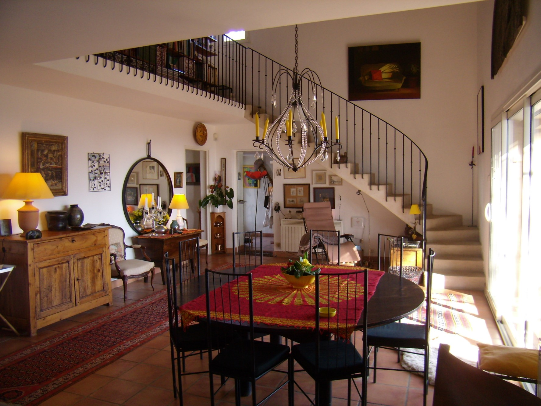 En Luberon, à vendre, maison en pierres en position dominante, avec piscine et vue