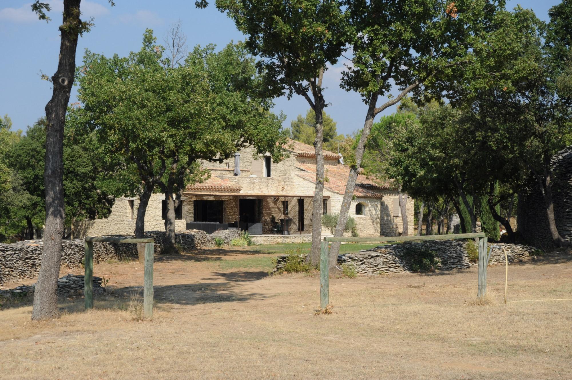 Maison en pierres avec vue sur le Luberon à vendre en Luberon