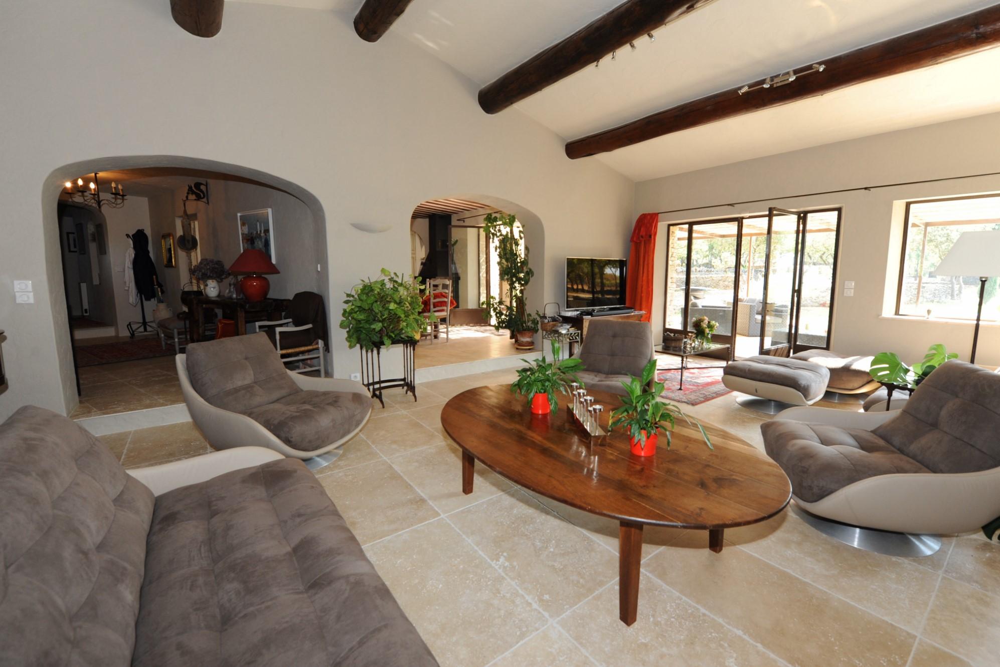 Luberon, en vente, propriété en pierres avec vues  sur presque 3 hectares
