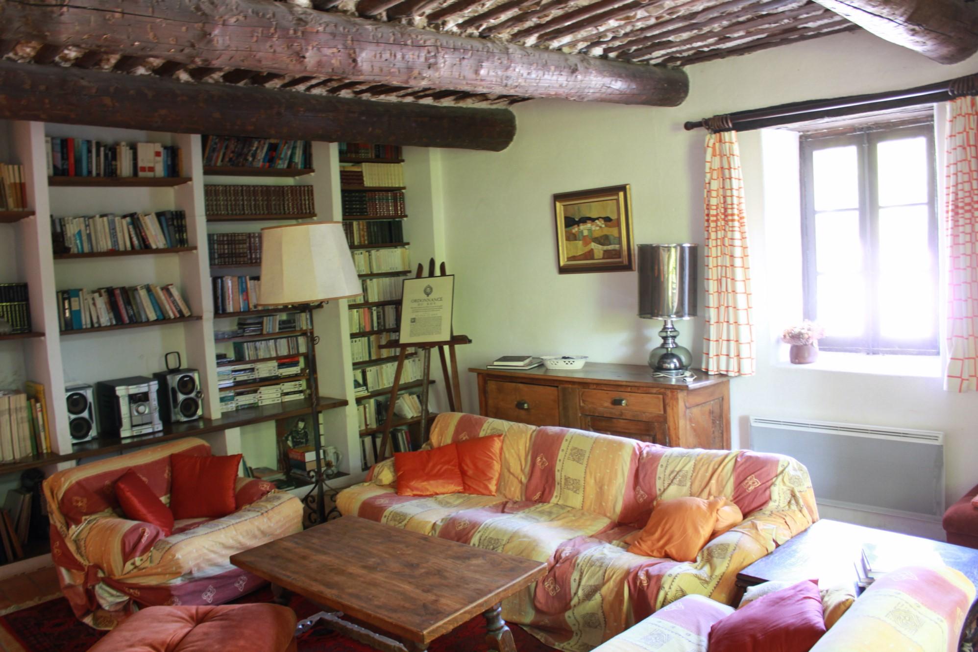 A vendre au coeur du Luberon, maison de hameau avec beau jardin