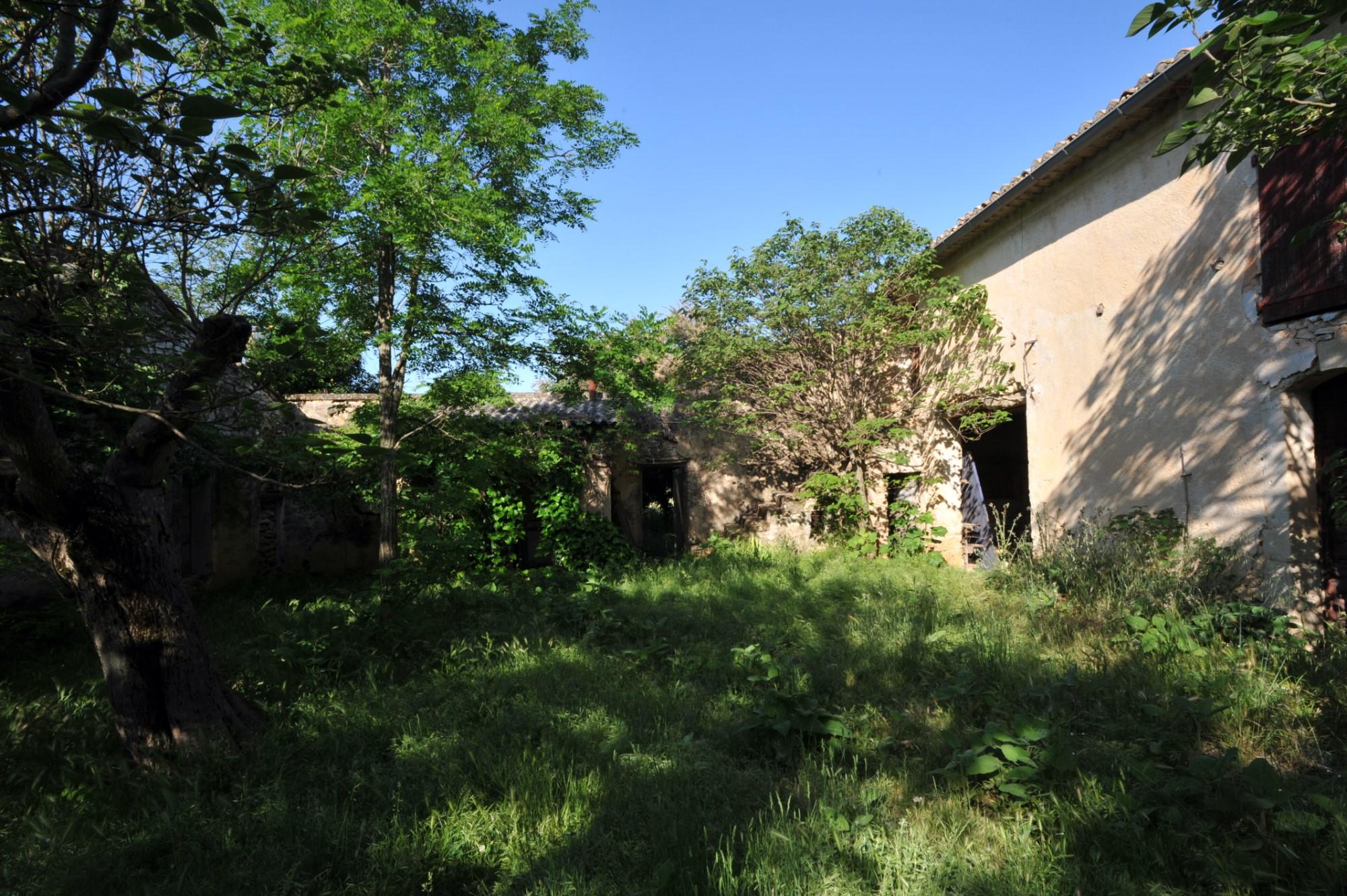 A vendre en Luberon, authentique mas ancien à restaurer