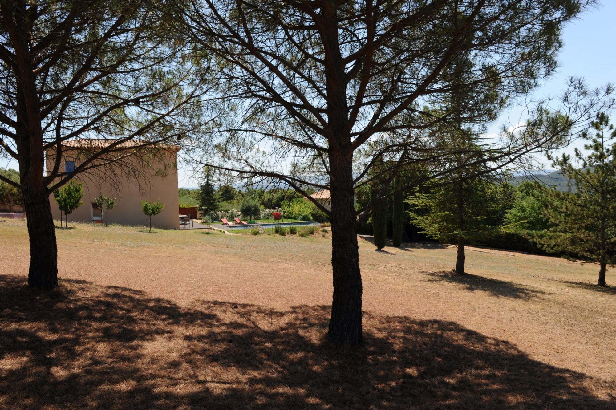 Maison Contemporaine avec vues sur la vallée à vendre à Saint Saturnin les Apt