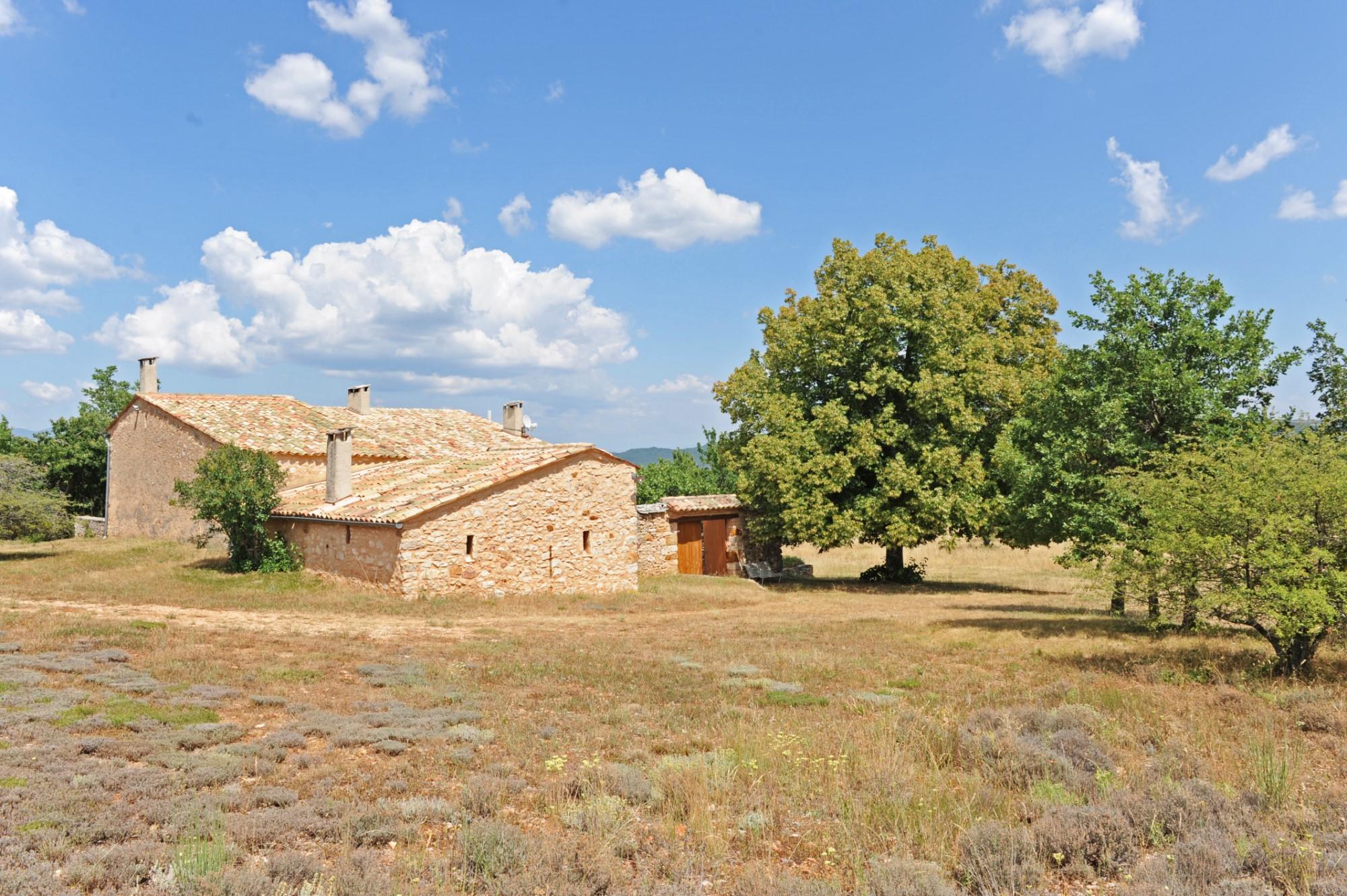 Ancienne ferme restaurée à vendre en Provence