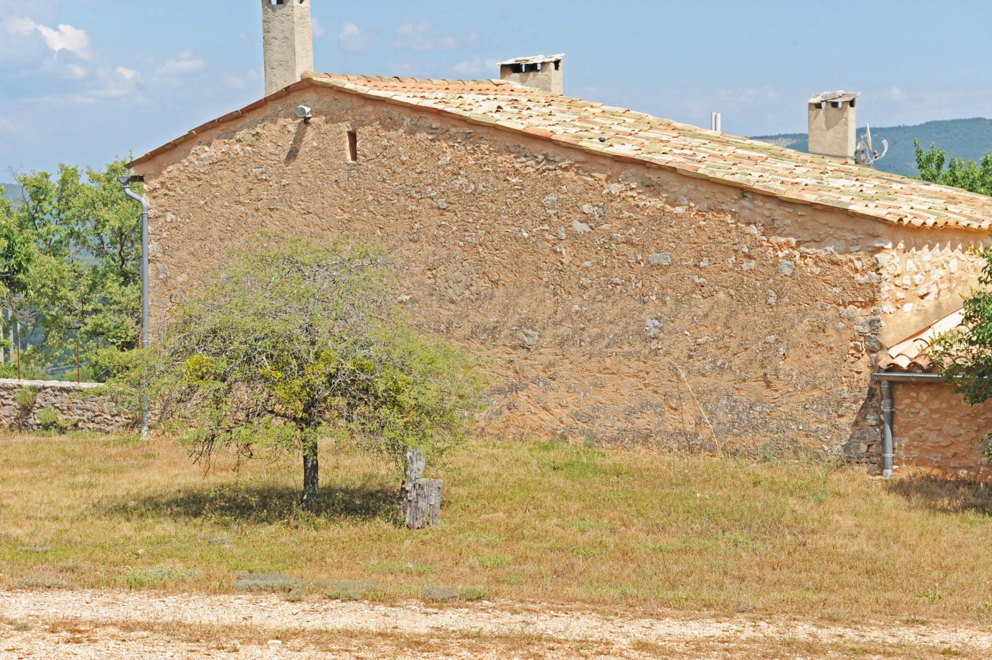 Ancienne ferme restaurée à vendre en Luberon par ROSIER