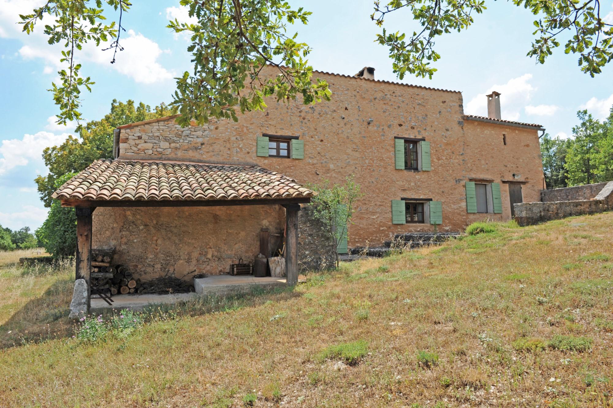 Ancienne ferme restaurée à vendre en Luberon