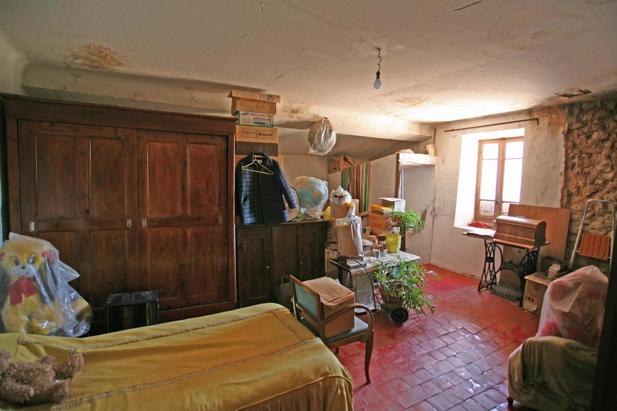 En Provence,   en vente, propriété à rénover dans le Parc du Luberon