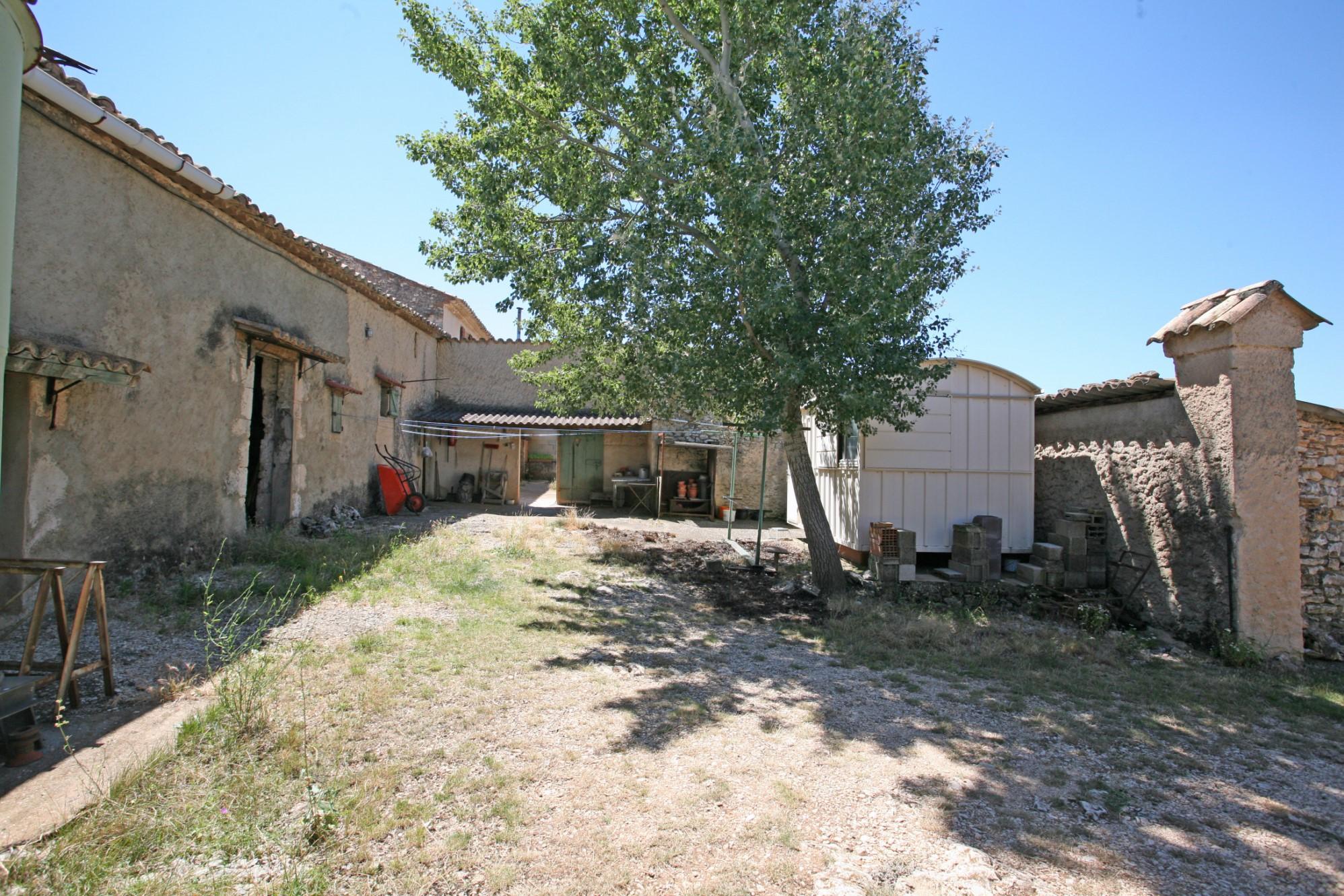 Propriété à restaurer en Provence par ROSIER
