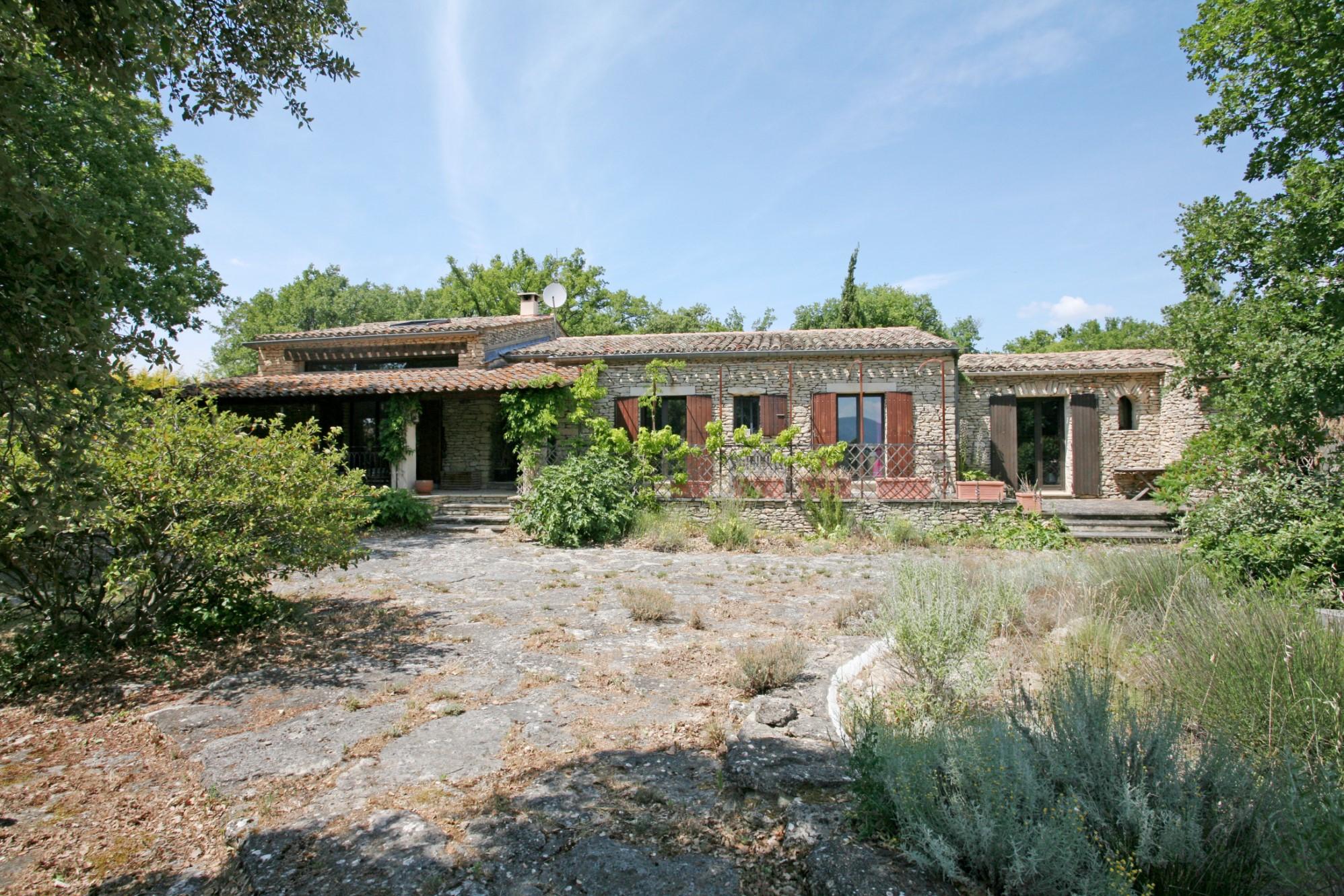 Maison en pierres à vendre en Provence