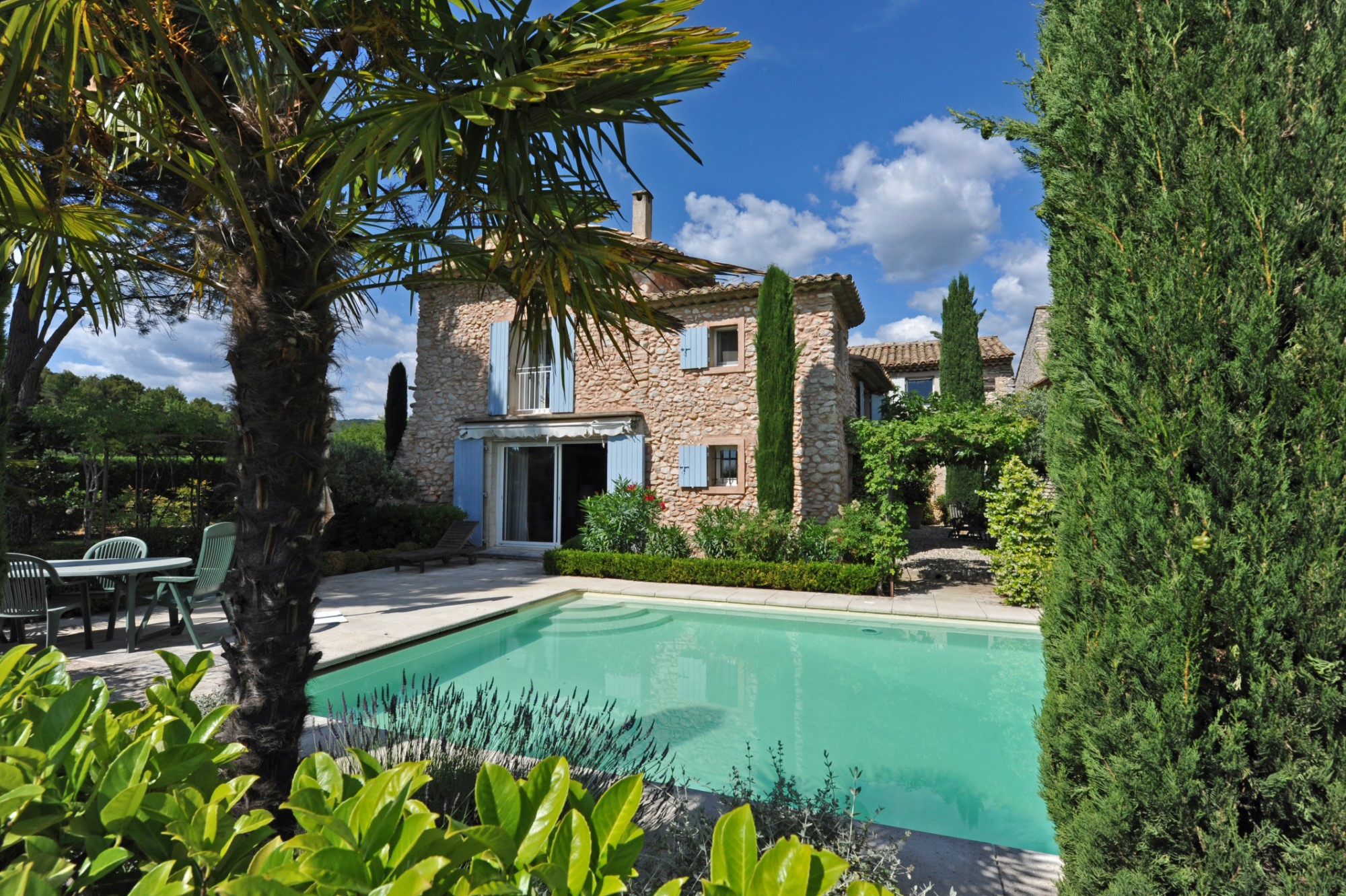 Beautiful stone property for sale in Luberon