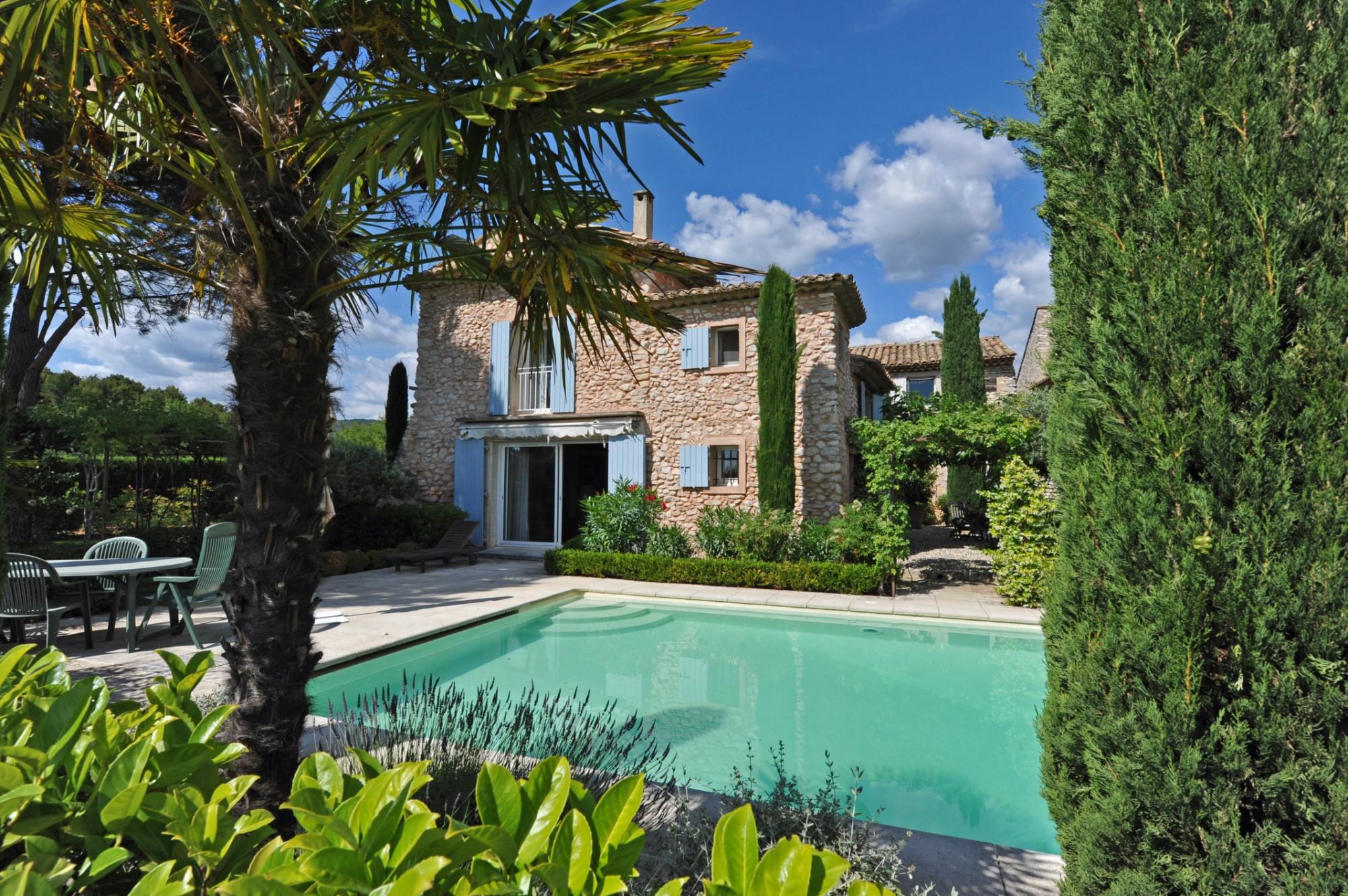 Beautiful stone property for sale in Luberon