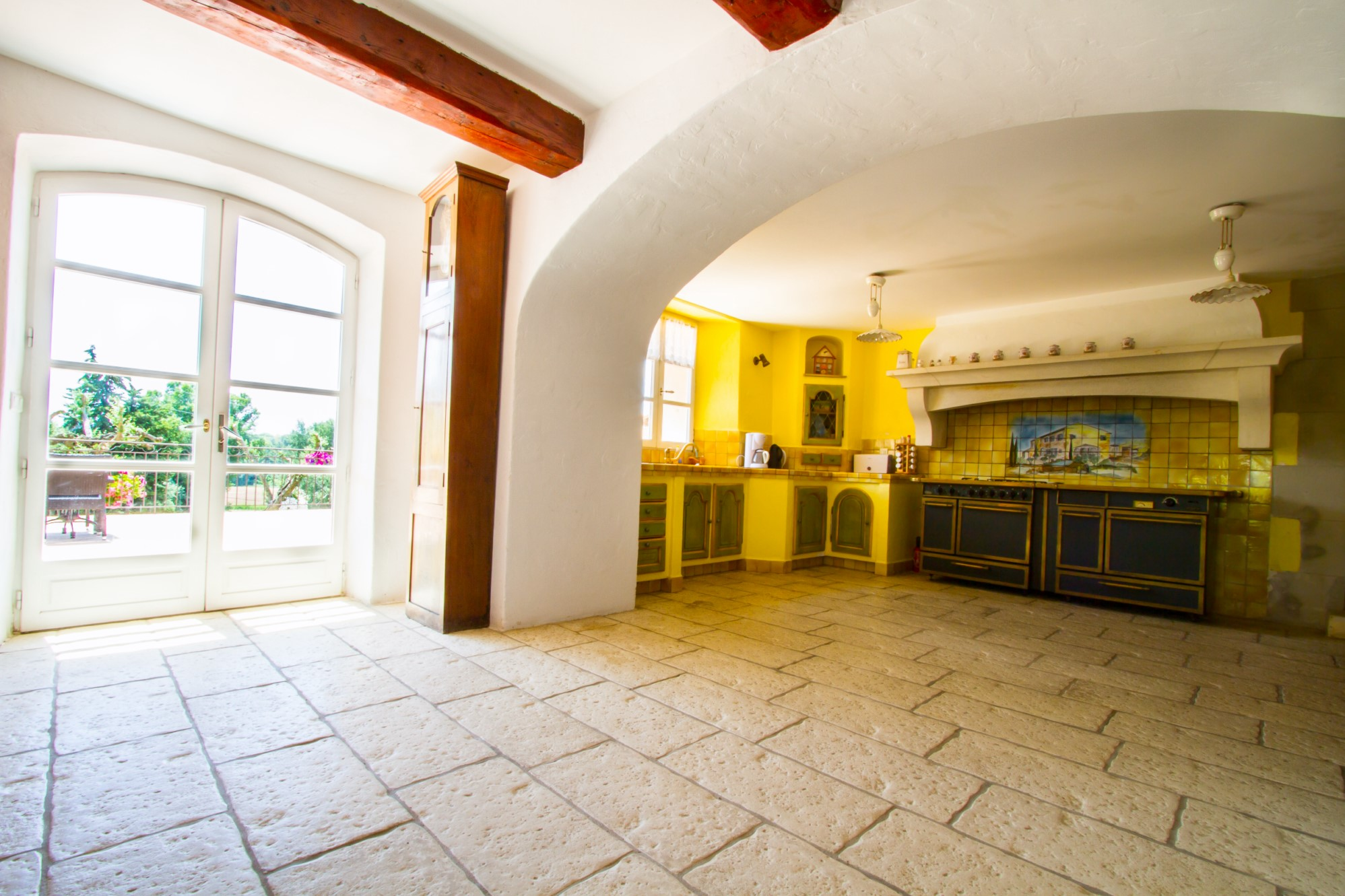 Luberon Sud,  bastide ancienne à vendre avec dépendances et piscine