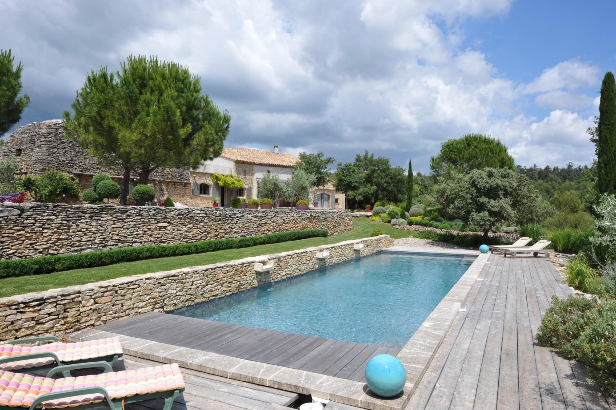 Belle propriété avec piscine à vendre dans le Luberon