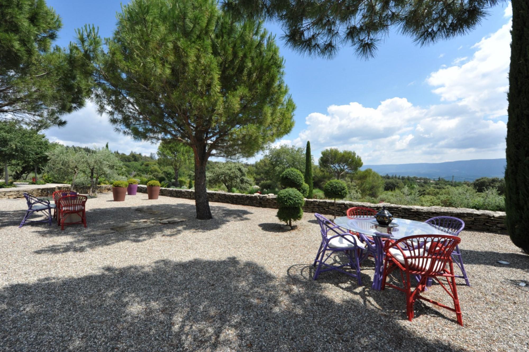 Belle propriété avec vue à vendre en Provence par ROSIER
