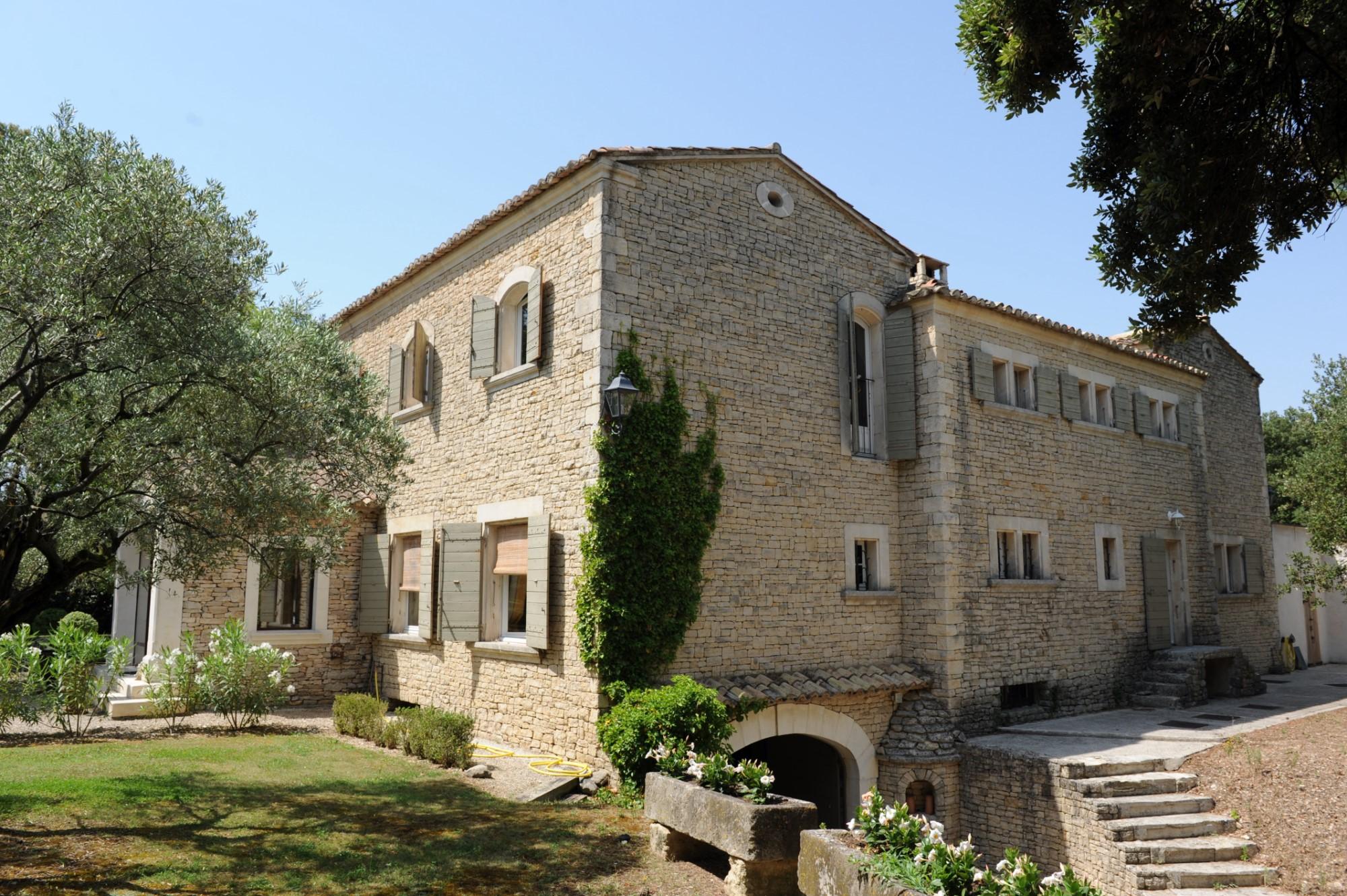 Belle propriété en pierre en Provence