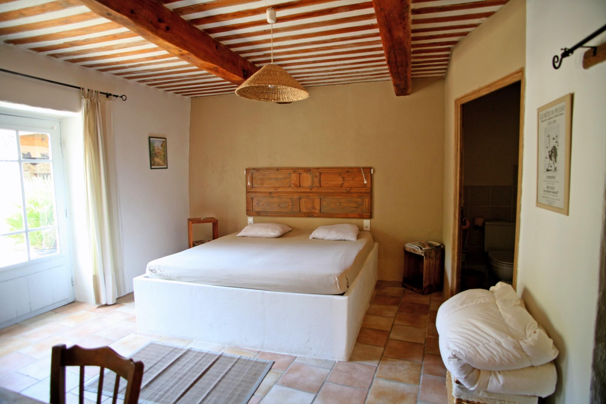 A vendre,  en Luberon, authentique mas provençal avec piscine