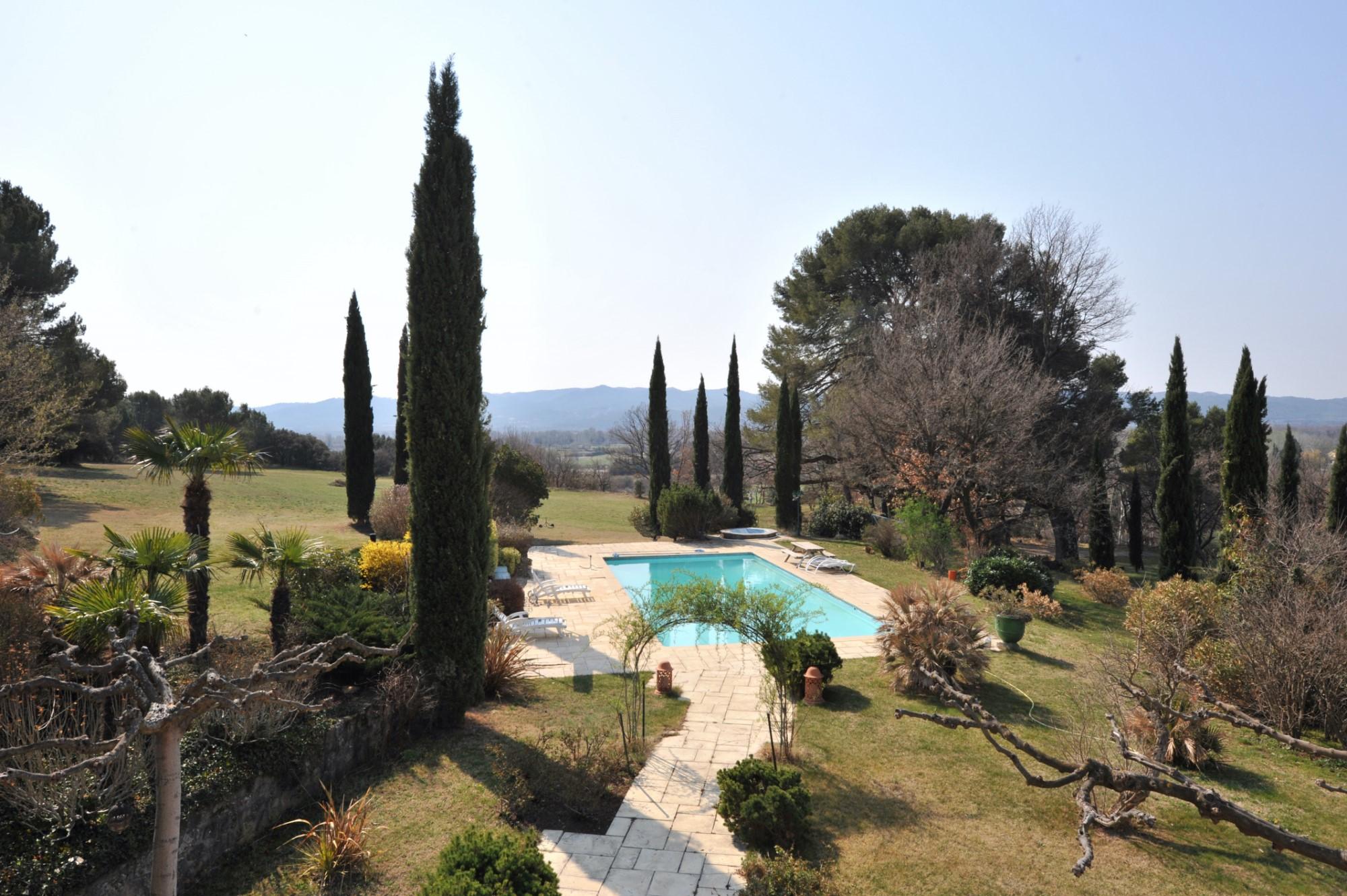 Vues sur la vallee de la Durance et le Luberon pour cette maison à vendre par ROSIER