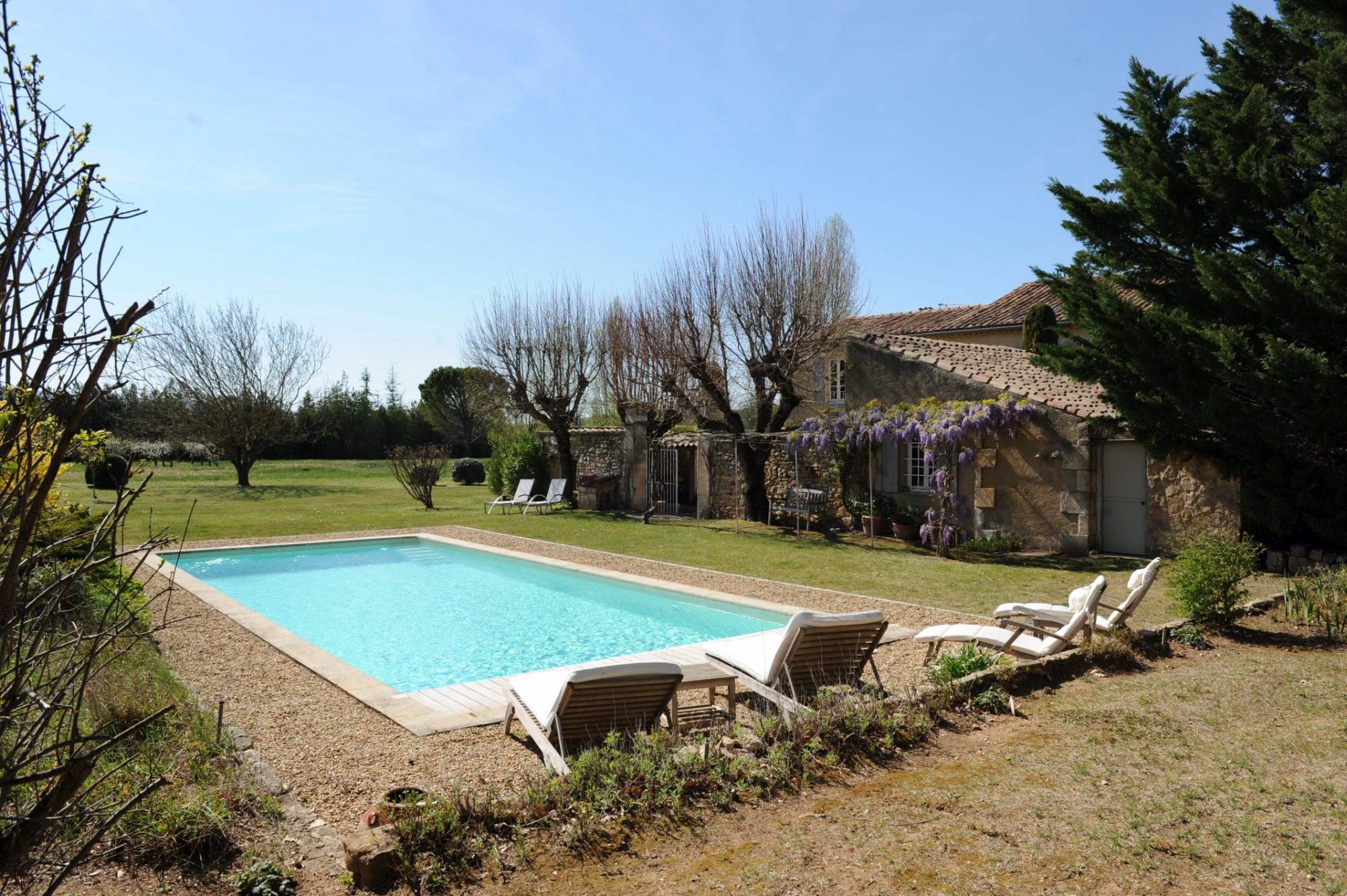 Maison avec piscine et vue à vendre dans le Luberon