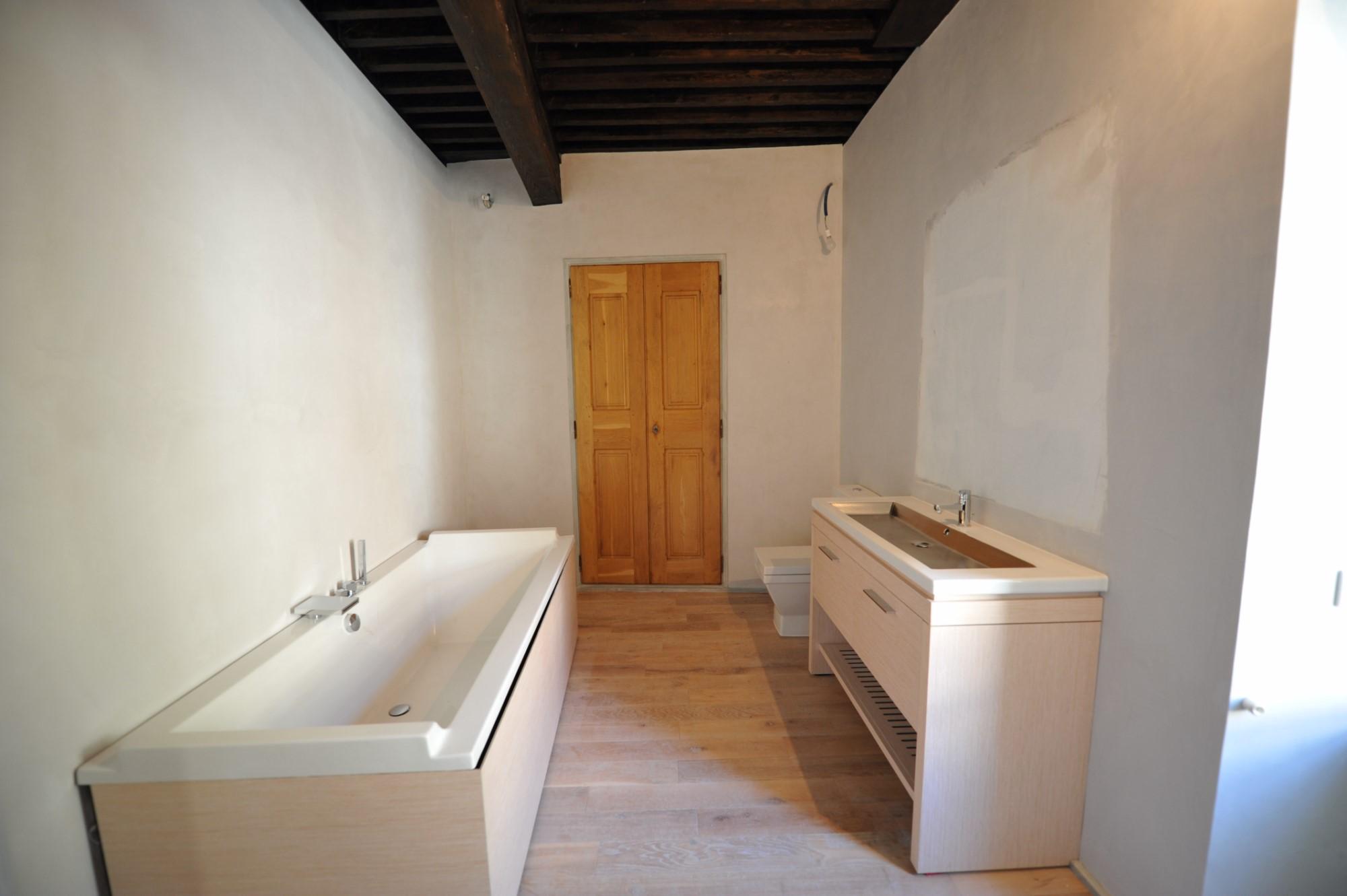A vendre, Luberon, authentique maison de village restaurée avec jardin suspendu et vue panoramique