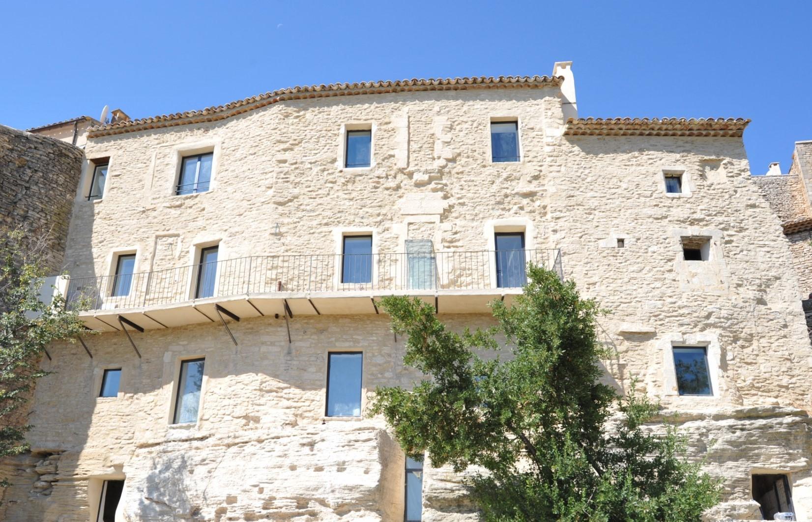 Maison rénovée à vendre à Gordes par ROSIER