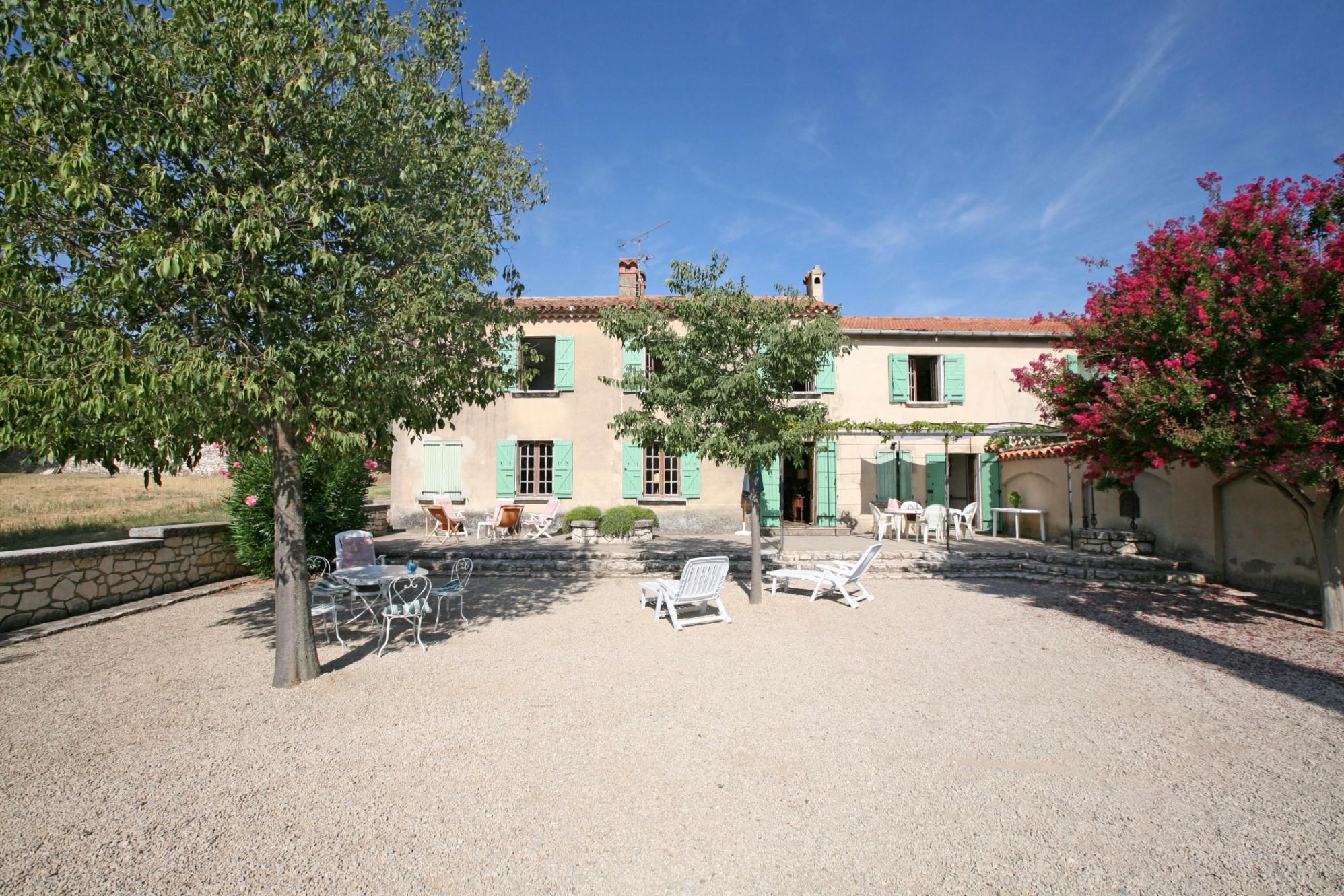 Belle demeure avec dépendances en Provence à vendre